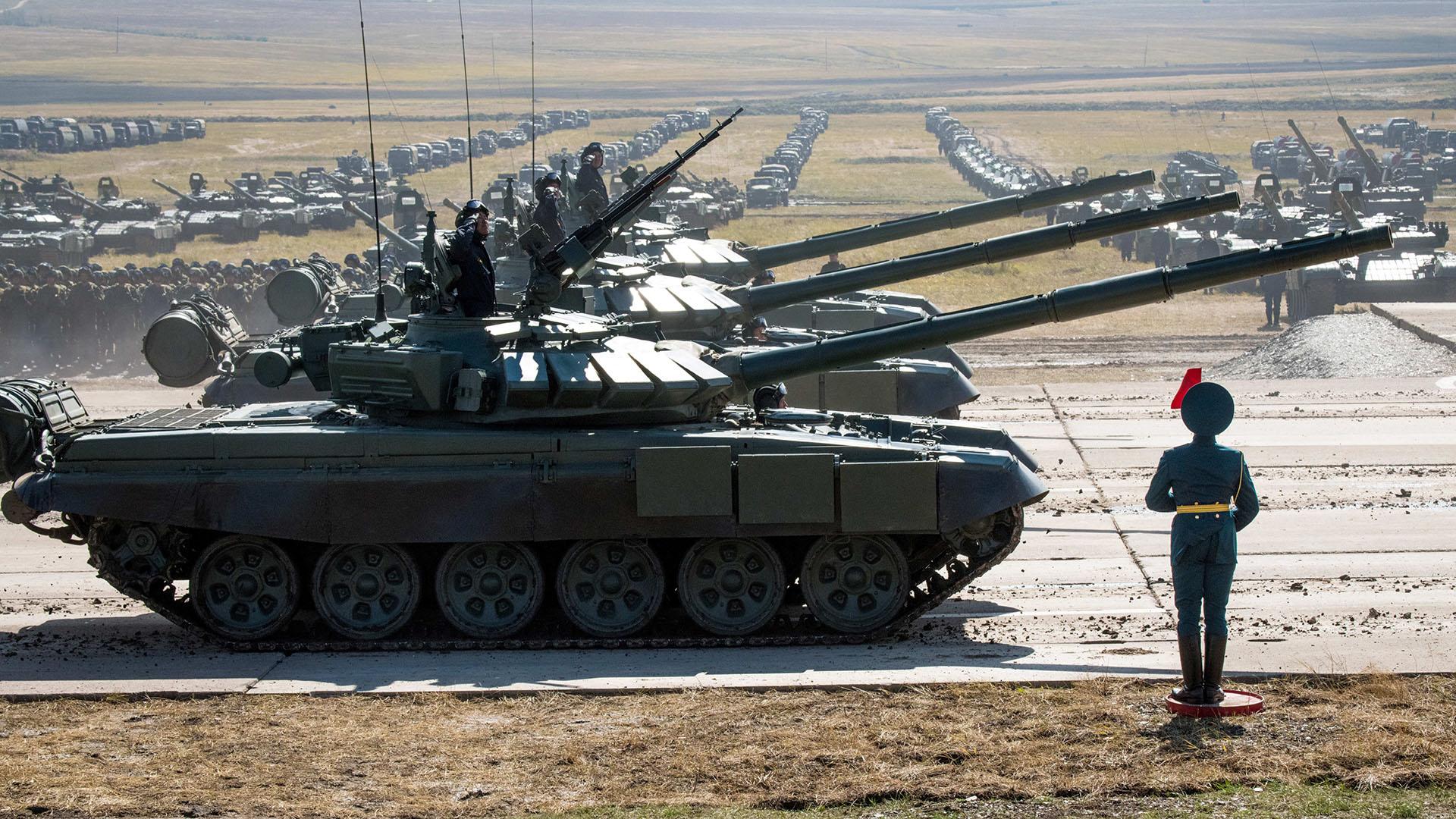 Interminables filas de tanques T-90 y vehículos de apoyo del ejército ruso