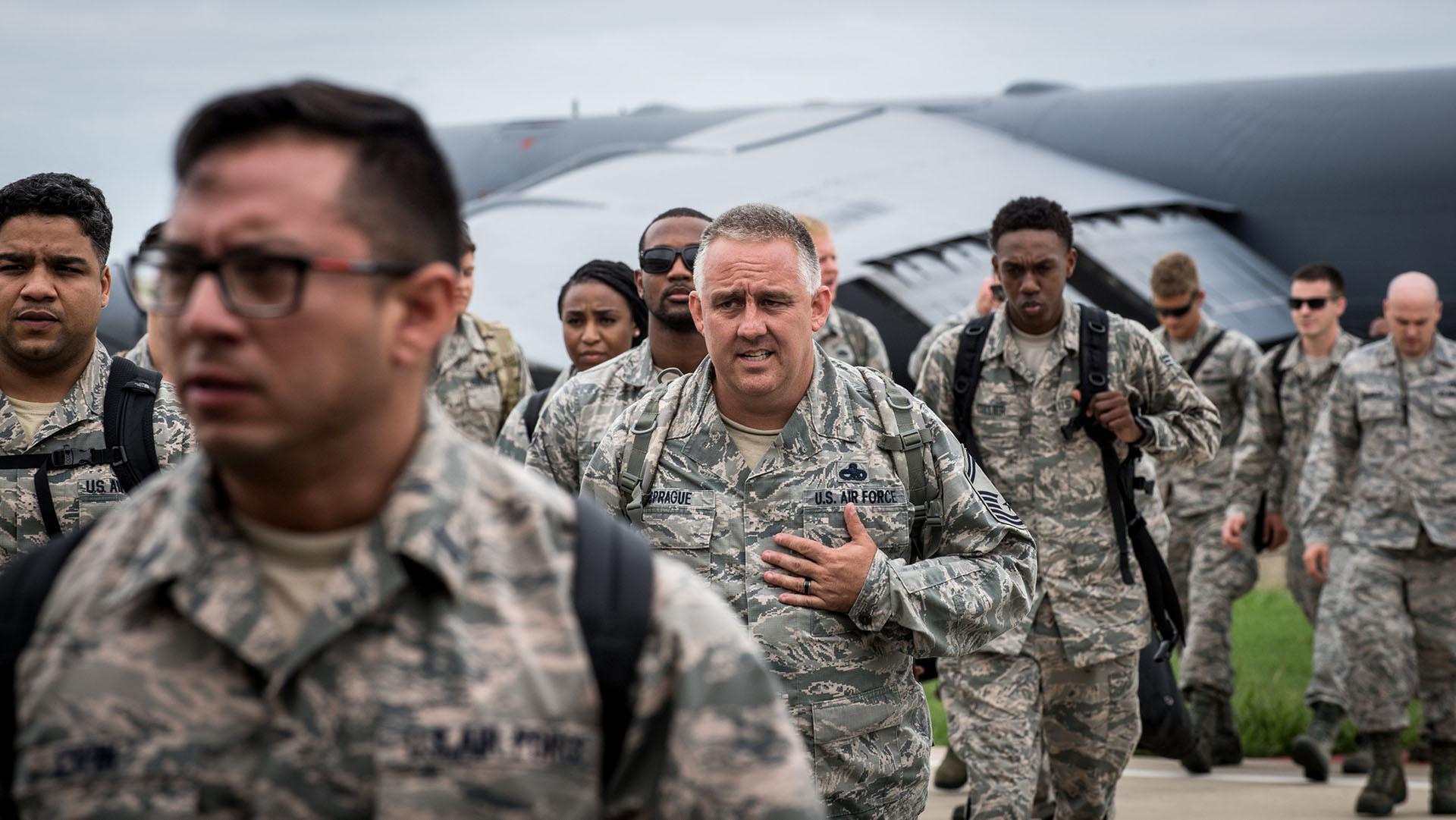 El personal de la Fuerza Aérea estadounidense de la Base Aérea Seymour Johnson, Carolina del Norte (REUTERS)