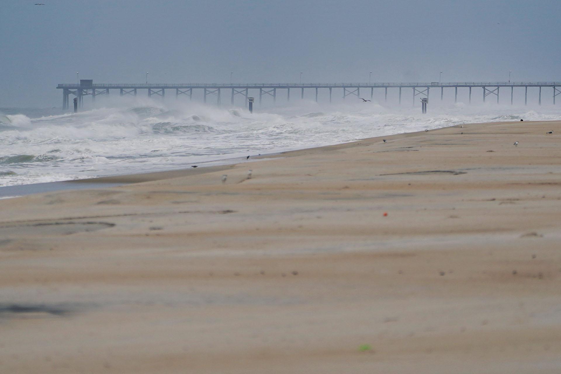 Un muelle de pesca antes de que llegue el huracán Florence a Carolina Beach, Carolina del Norte, EEUU (REUTERS / Carlo Allegri)