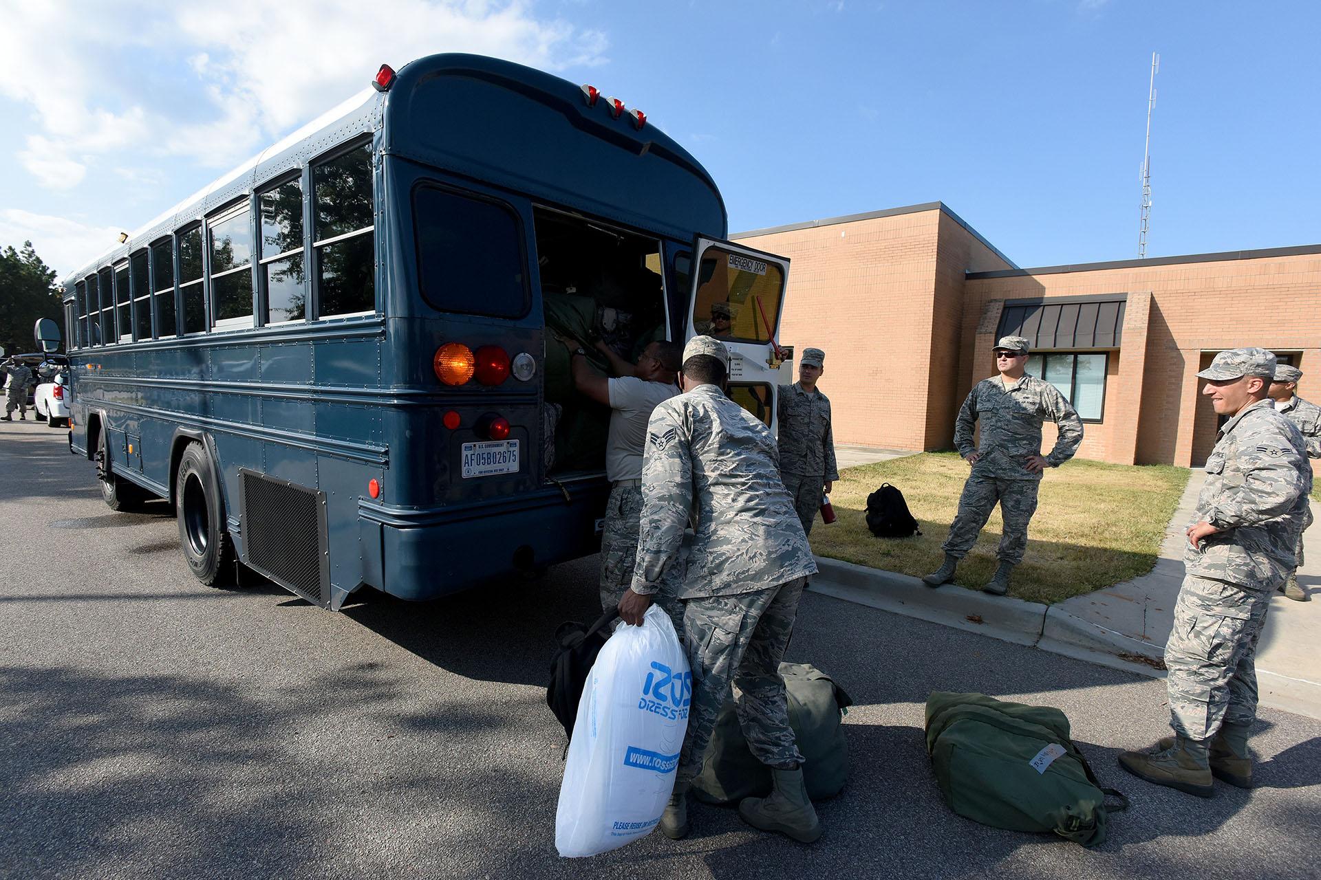Personalde la Guardia Nacional Aérea de Carolina del Sur y del 169 ° se prepara para apoyar los esfuerzos de rescate antes del Huracán Florence en la Base de la Guardia Nacional Conjunta McEntire, Carolina del Sur (U.S. Air National Guard/Master Sgt. Caycee Watson/Handout via REUTERS)
