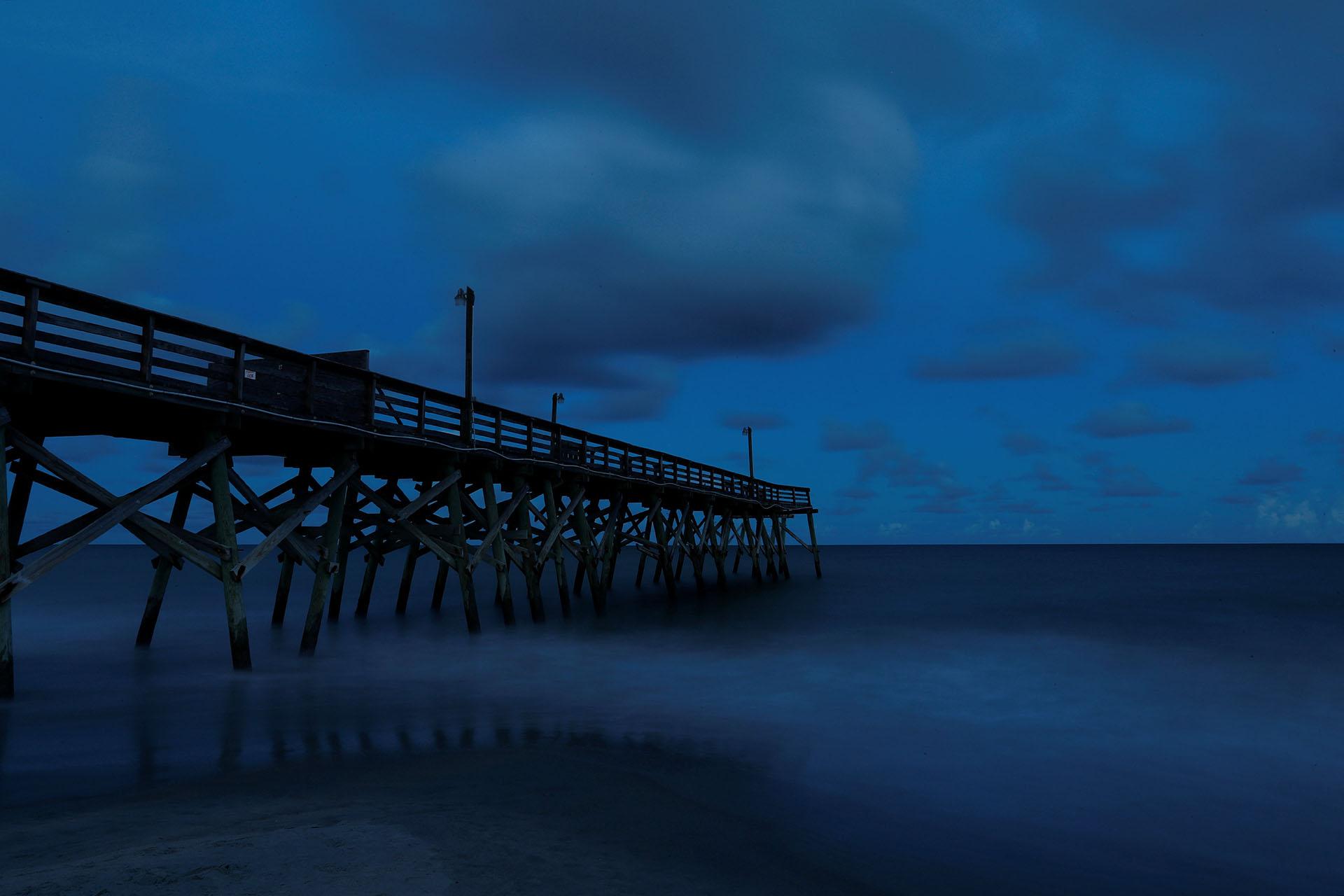 El muelle de Surfside Beach, que aún muestra parte del daño de 2016 durante el huracán Matthew, se muestra antes del huracán Florence en Surfside Beach, Carolina del Sur (REUTERS / Randall Hill)