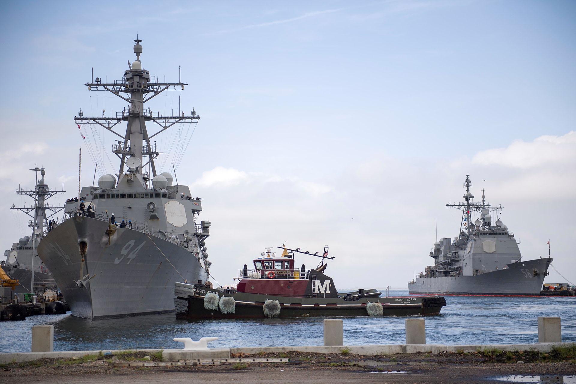 El destructor de misiles guiados USS Nitze de la Armada de Estados Unidos sale de la Estación Naval Norfolk para evitar el huracán Florence, en Norfolk, Virginia (U.S. Navy/Mass Communication Specialist 2nd Class Justin Wolpert/Handout via REUTERS)