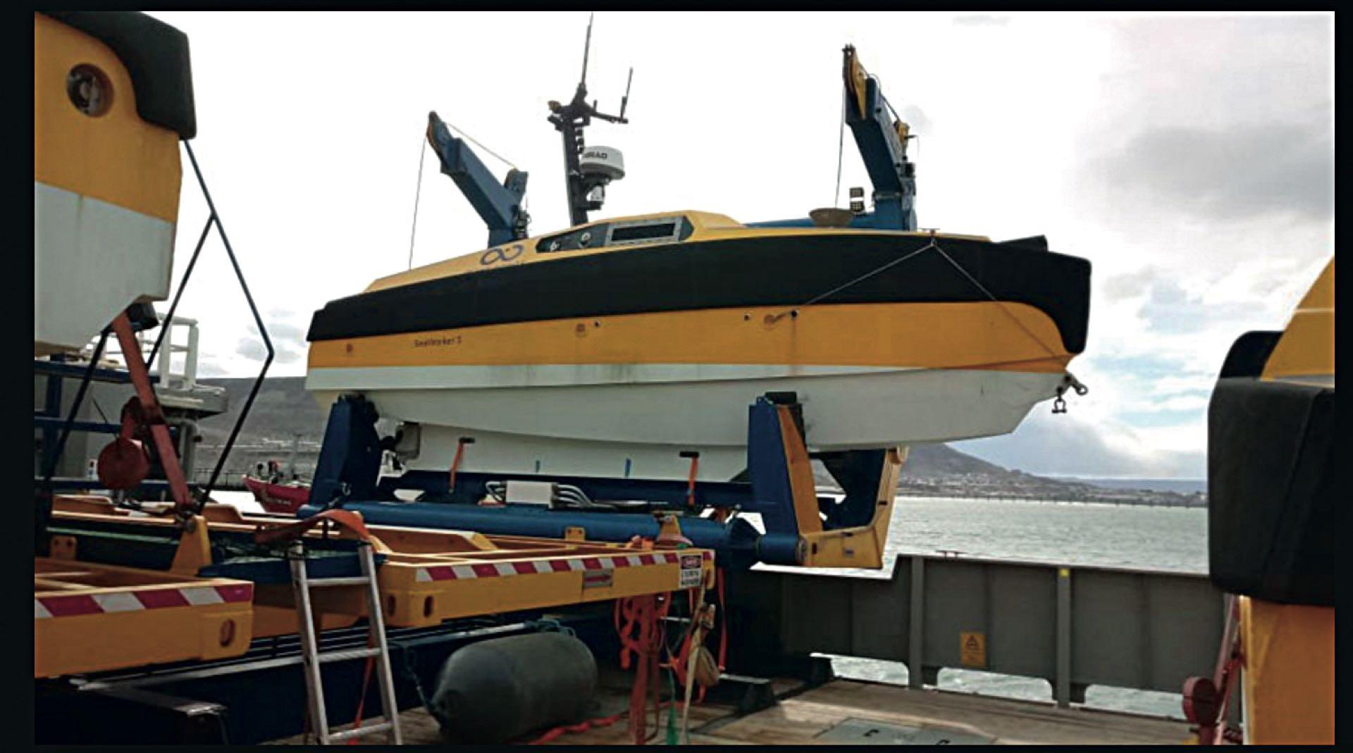 El buque de bandera noruega lleva cinco AUV (vehículos submarinos autónomos), que permiten rastrillajes en inmersión de hasta seis mil metros.