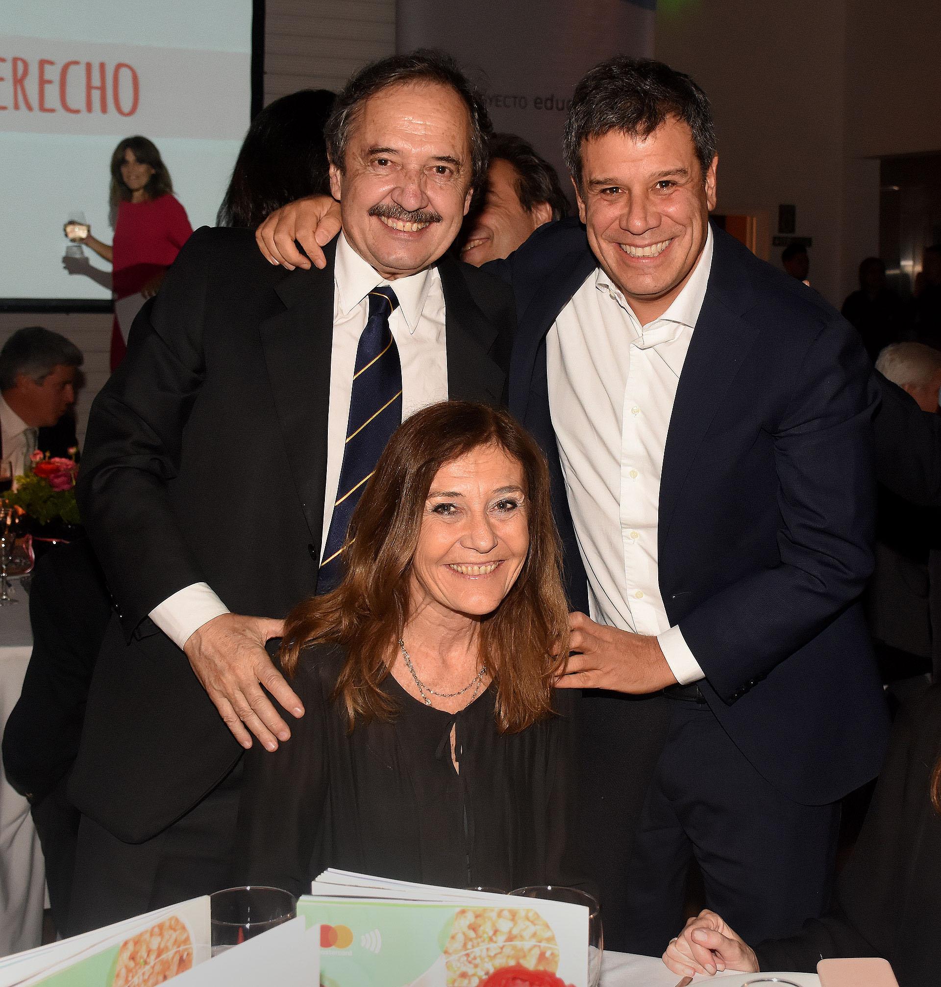 El ex diputado nacional Ricardo Alfonsín junto a su mujer y Facundo Manes. Proyecto Educar 2050 se propone incidir en las políticas públicas en materia de educación, así como también, concientizar a la sociedad acerca de la importancia de la educación de calidad
