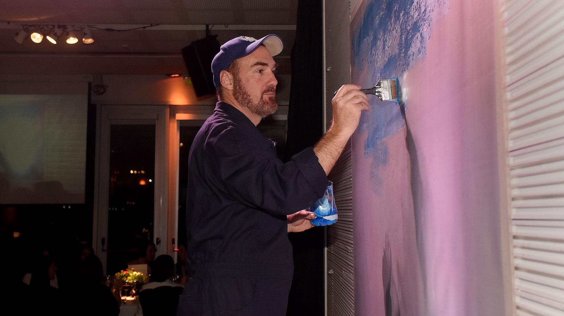 Para cerrar la noche, se sorteó un cuadro del artista Miguel Brea, que fue pintado en vivo durante la cena /// Fotos: Nicolás Stulberg
