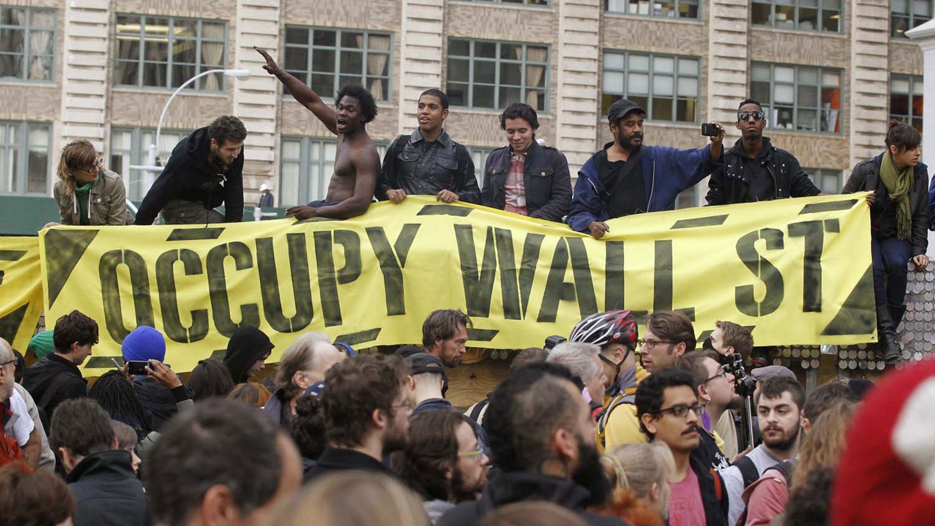 Los manifestantes de Occupy Wall Street se reúnen en Duarte Square en Nueva York el 15 de noviembre de 2011 y desatan un movimiento nacional en contra de la desigualdad económica. (Reuters)