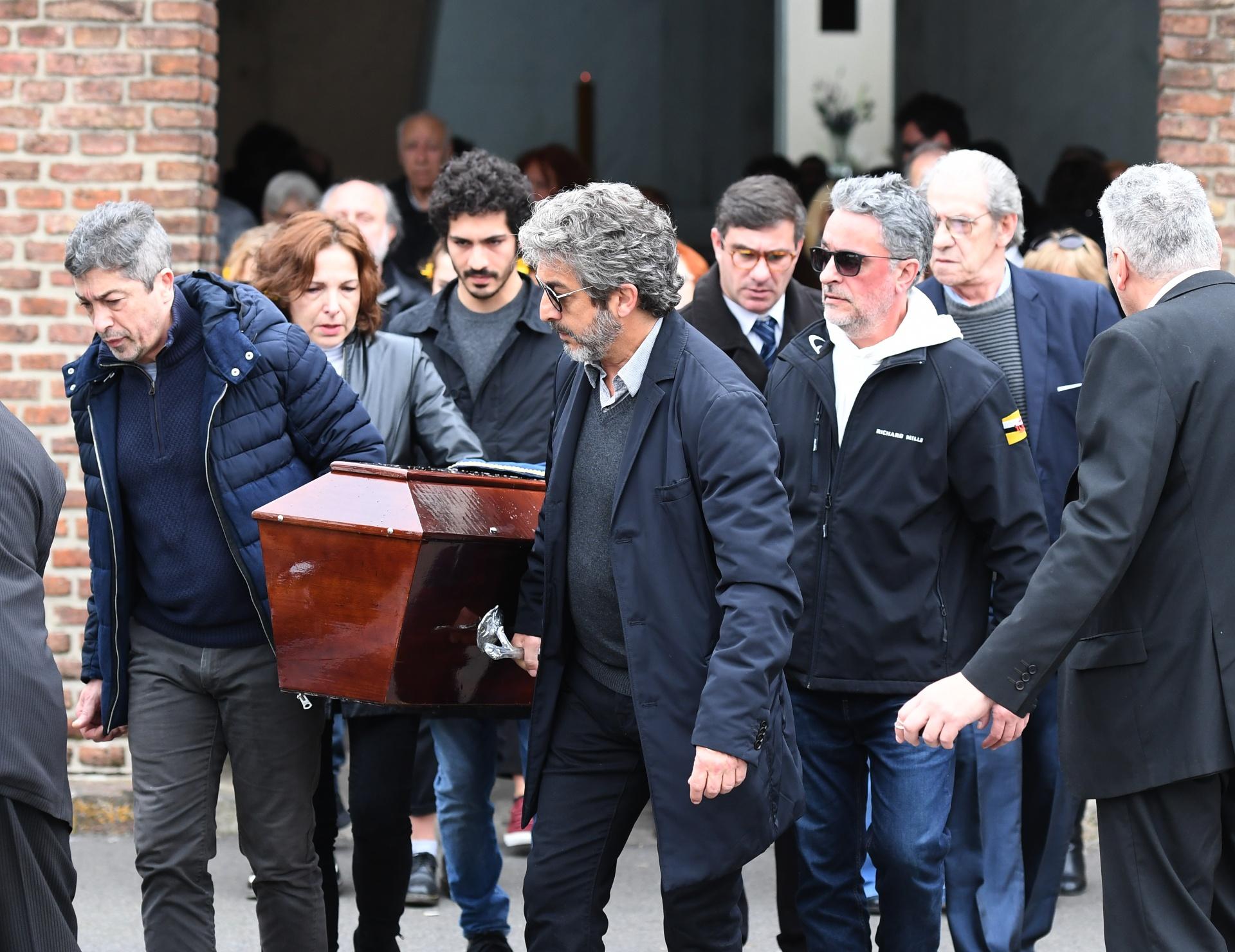 Ricardo y Alejandra Darín despidieron a su madre Reneé Roxana en el cementerio de La Chacarita. La actriz, con una larga trayectoria, murió a los 87 años (Maximiliano Luna)