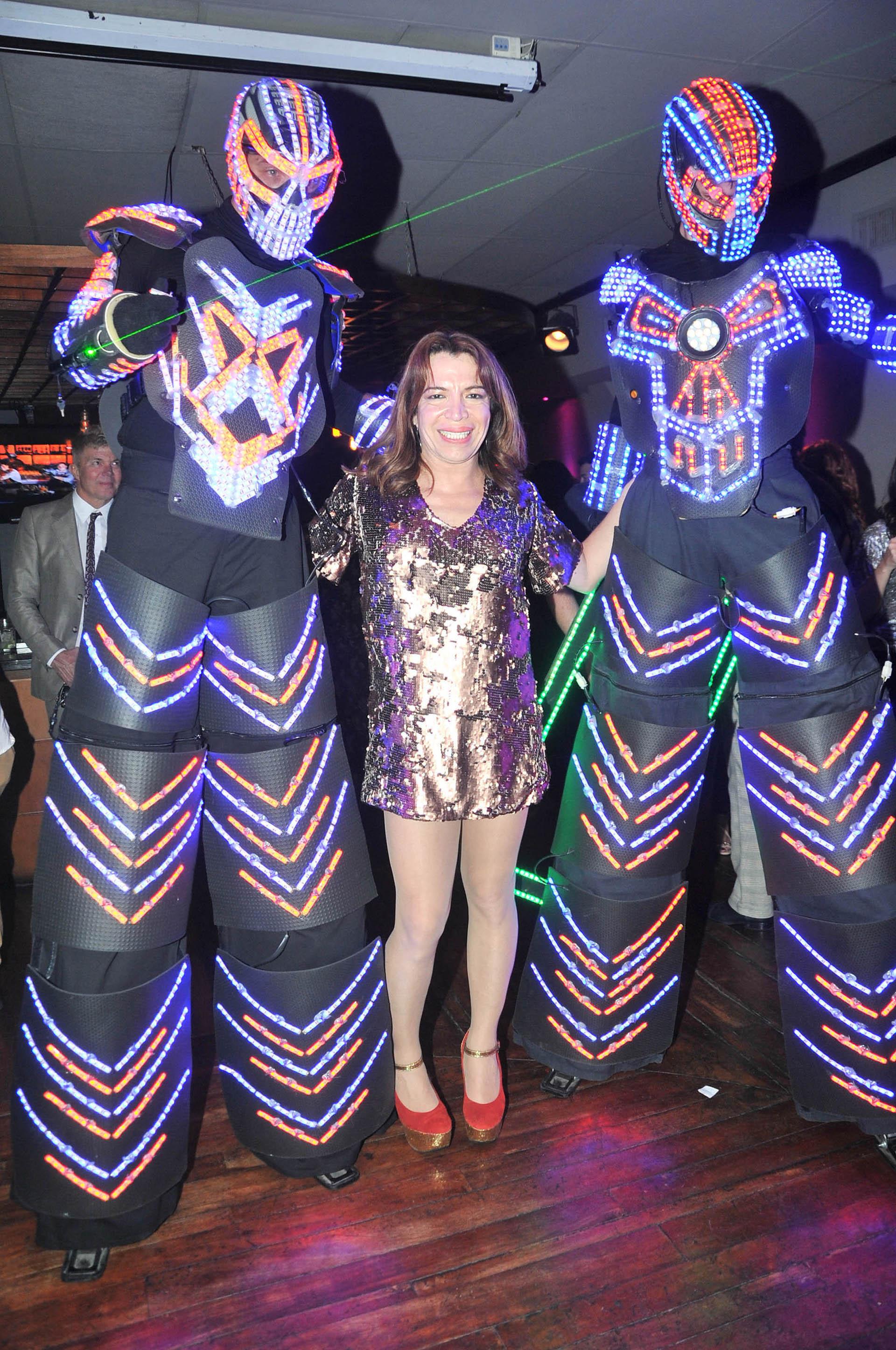 Robots láser fueron parte de las sorpresas preparadas para la artista