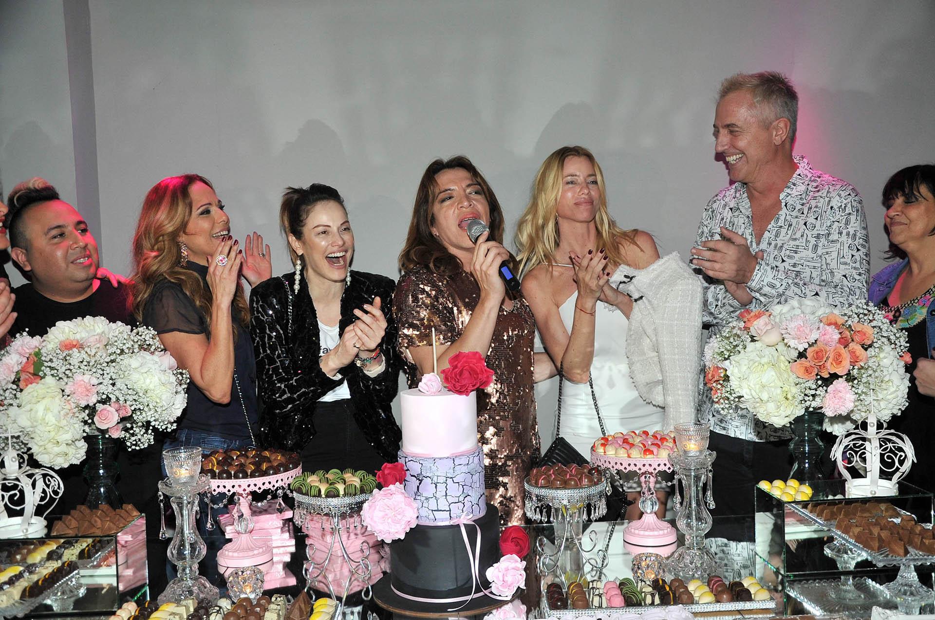 Nicole Neumann, Marley, Connie Ansaldi e Iliana Calabró, entre otros, la acompañaron en el festejo