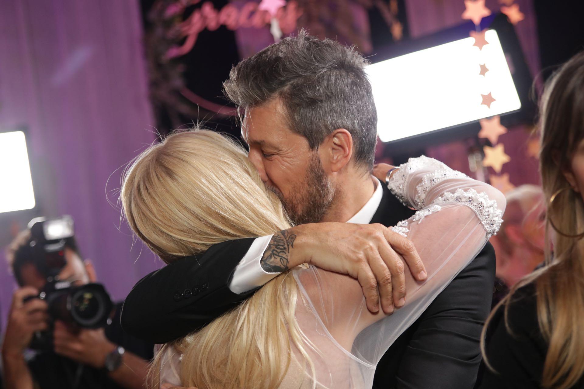 Cris Morena y su abrazo con Tinelli.