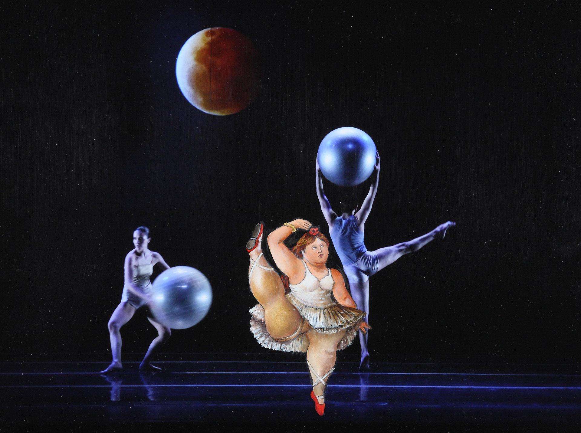 ADAGIO ASTRAL: La bailarina de Botero trata de imitar al bailarín y toma con seriedadla ejecución de la coreografía