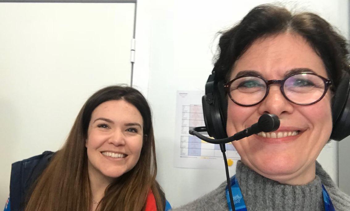 Laura Saravia (a la derecha de la imagen) nació en Argentina, pero está radicada desde hace años en Londres, donde creó su productora televisiva (Twitter)