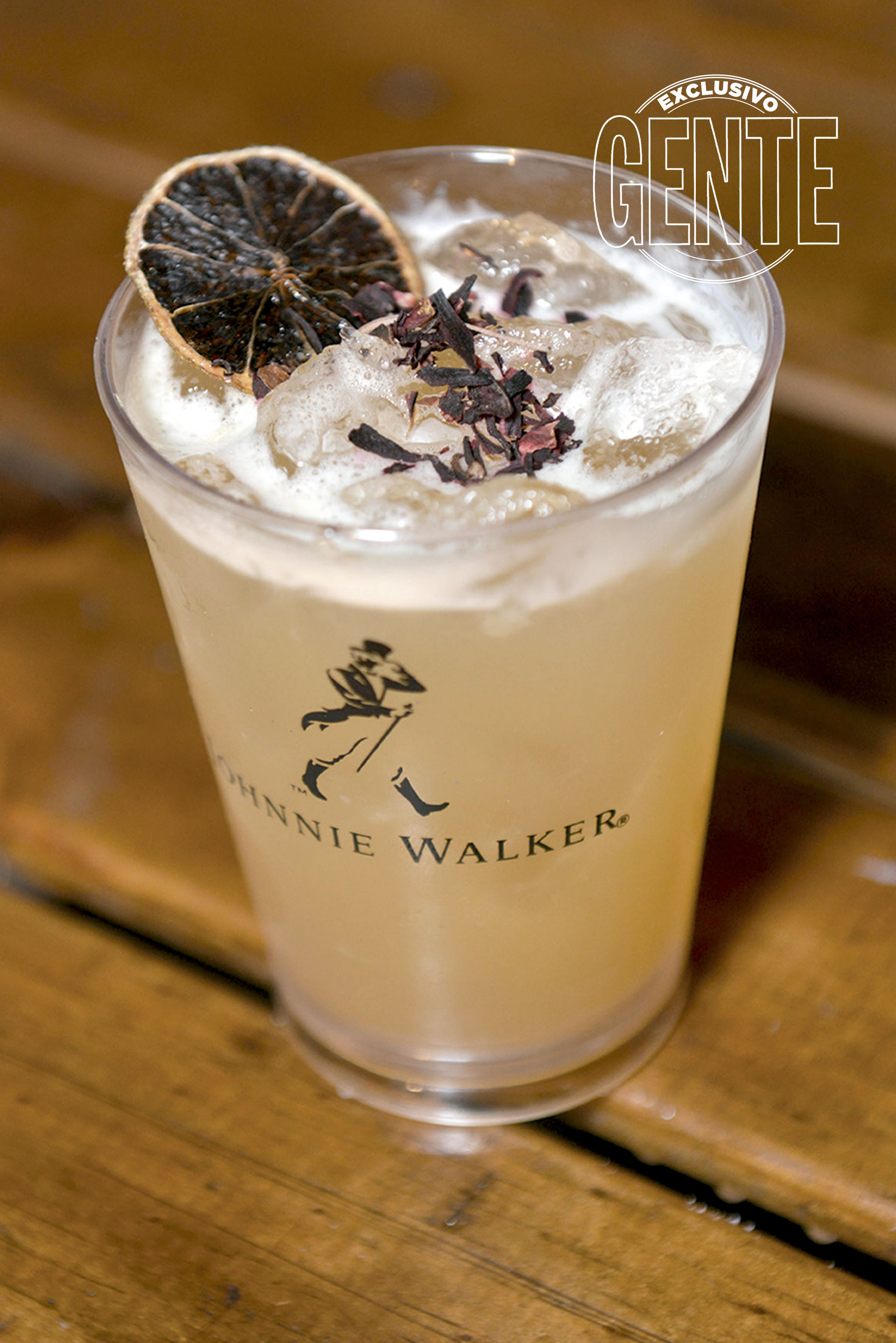 Johnnie Walker Mixing Truck. Penicillin: Johnnie Walker Red Label y Double Black, miel salada de coco, jengibre y limón.