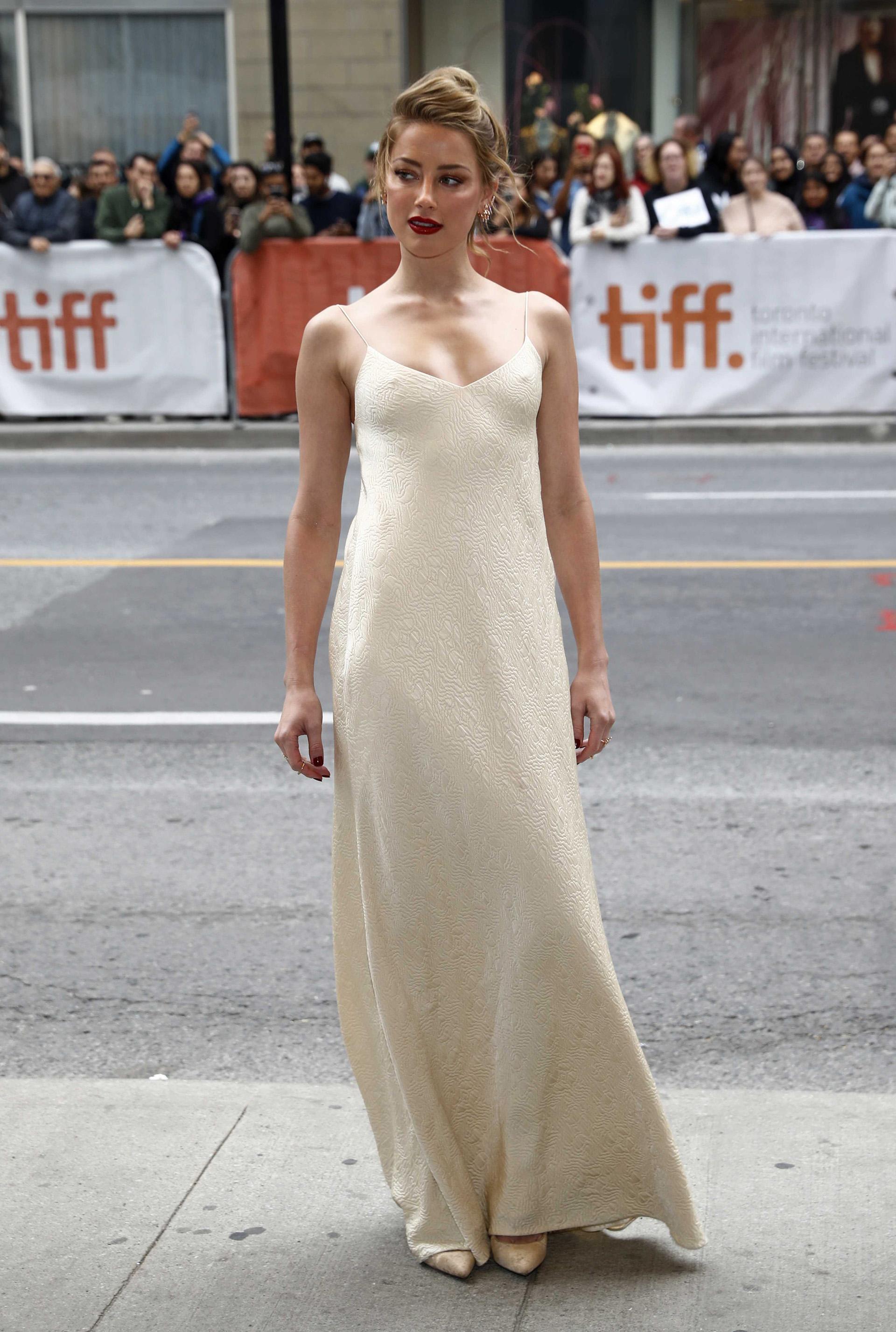 Amber Heard con el look más juvenil y fresco