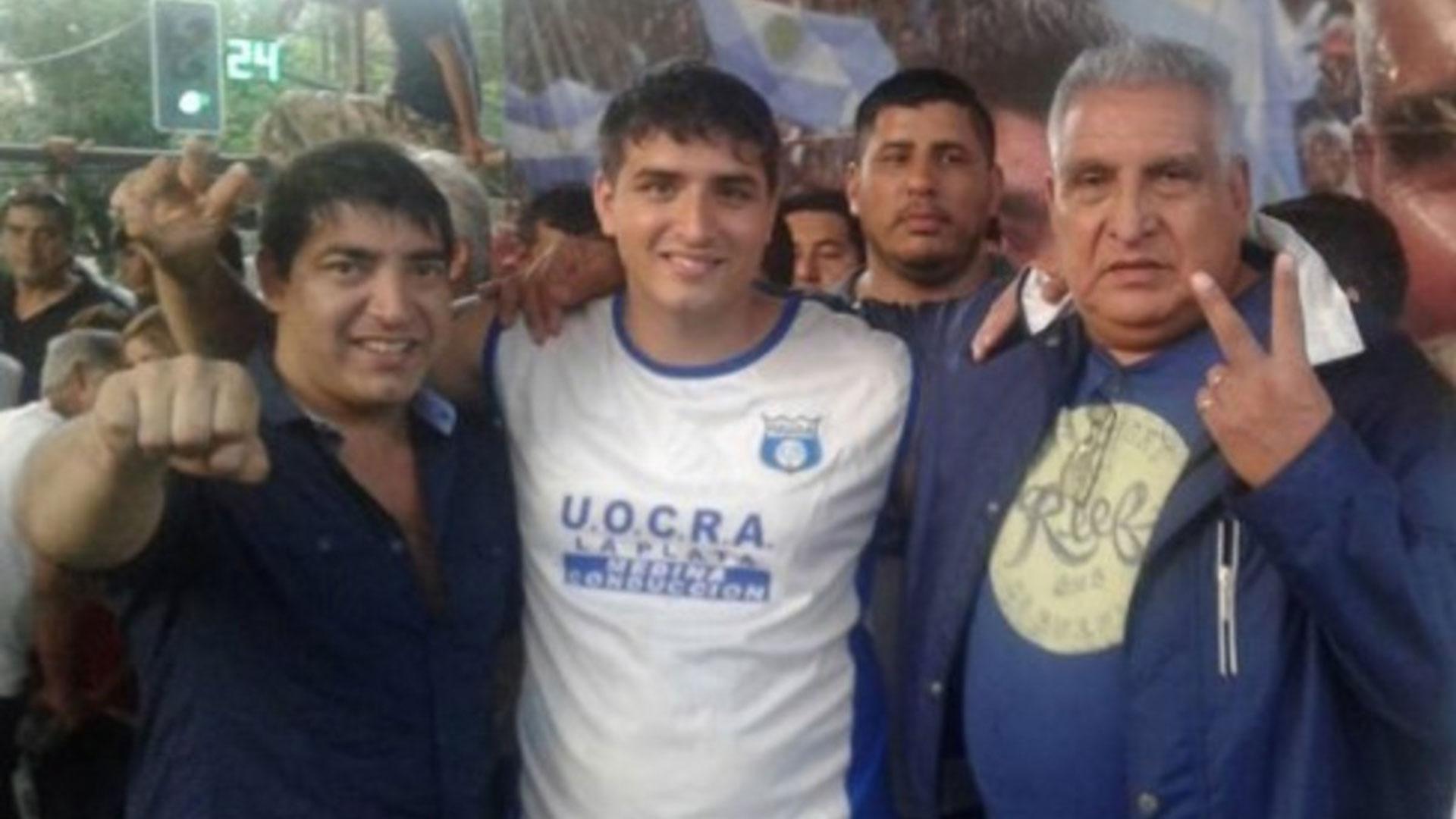 """El """"Pata"""" Medina, con Braian (en el medio) y Cristian. Ahora están enfrentados."""