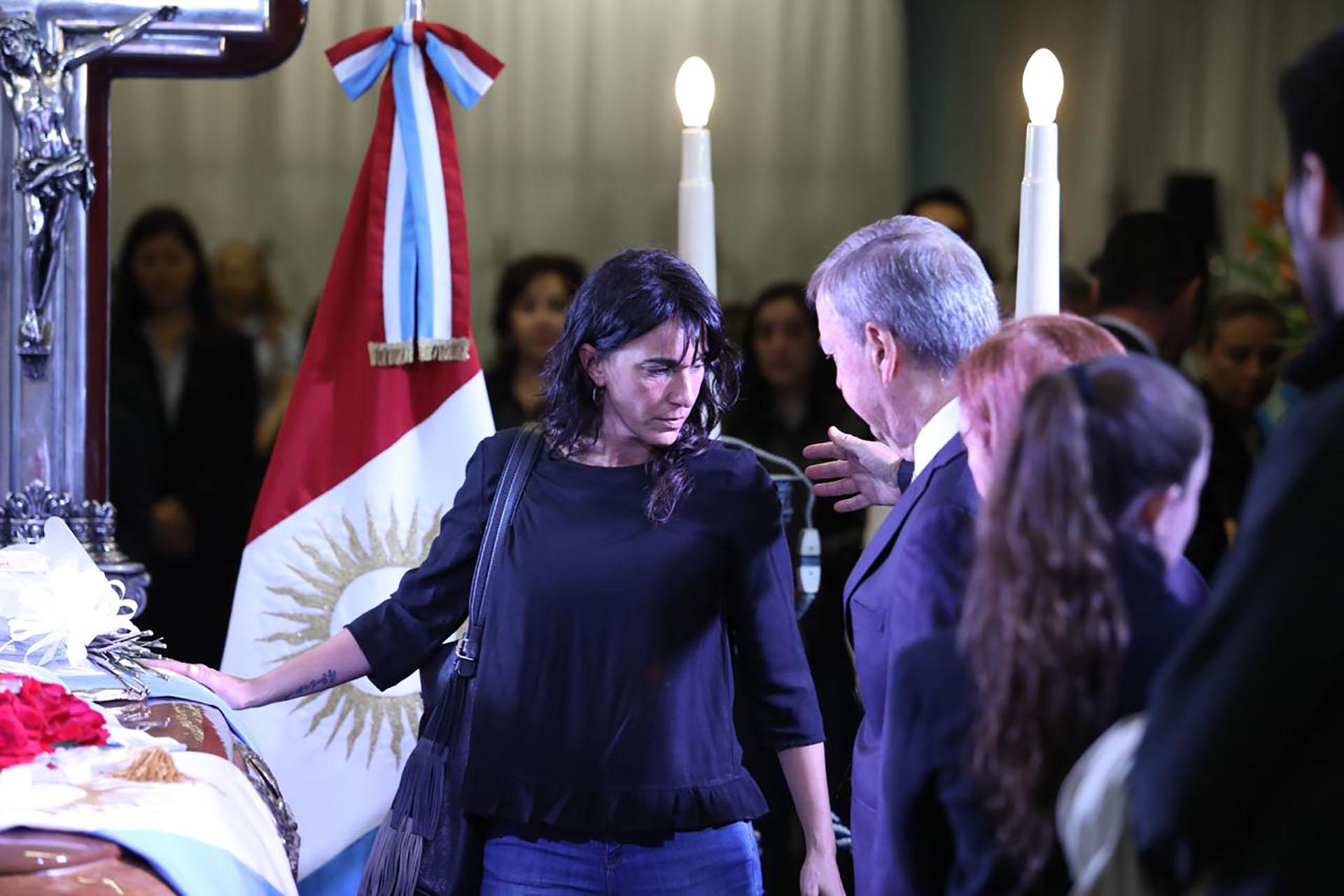 Natalia de la Sota despide los restos de su padre. El ex gobernador viajaba de Río Cuarto a Córdoba capital para celebrar el cumpleaños de la concejala