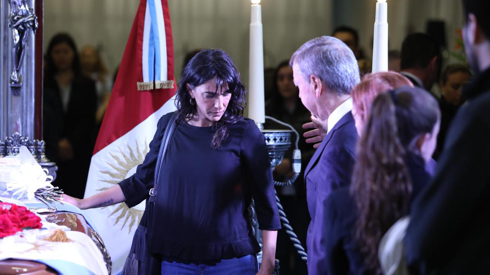 Los cordobeses pudieron dar su último adiós al ex gobernador hasta las 11 del lunes,cuando fue trasladado al cementerio de San Jerónimo