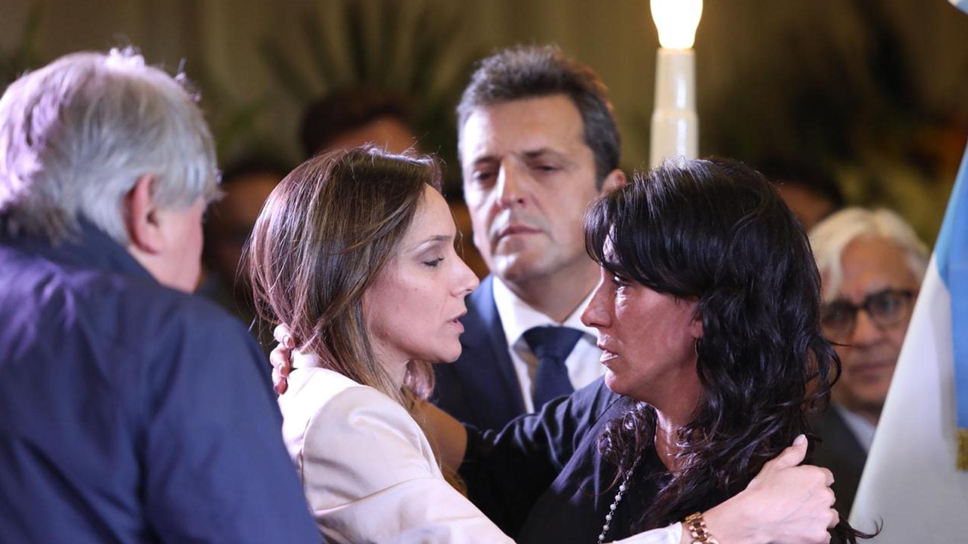 Malena Galmarini y Sergio Massa saludan a Natalia de la Sota