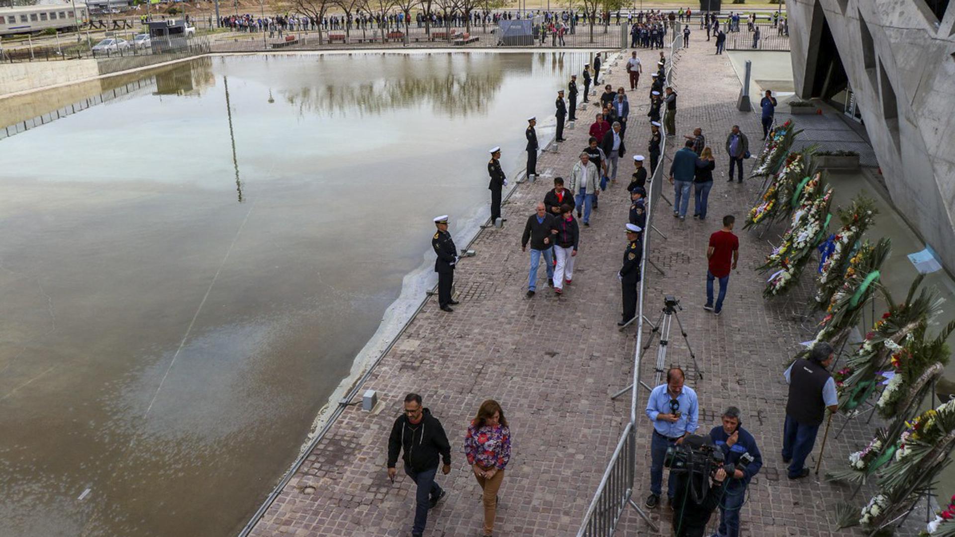 Miles de personas hicieron varias cuadras de cola para despedir al tres veces gobernador de Córdoba, José Manuel de la Sota, que falleció en un accidente de tránsito el sábado por la noche