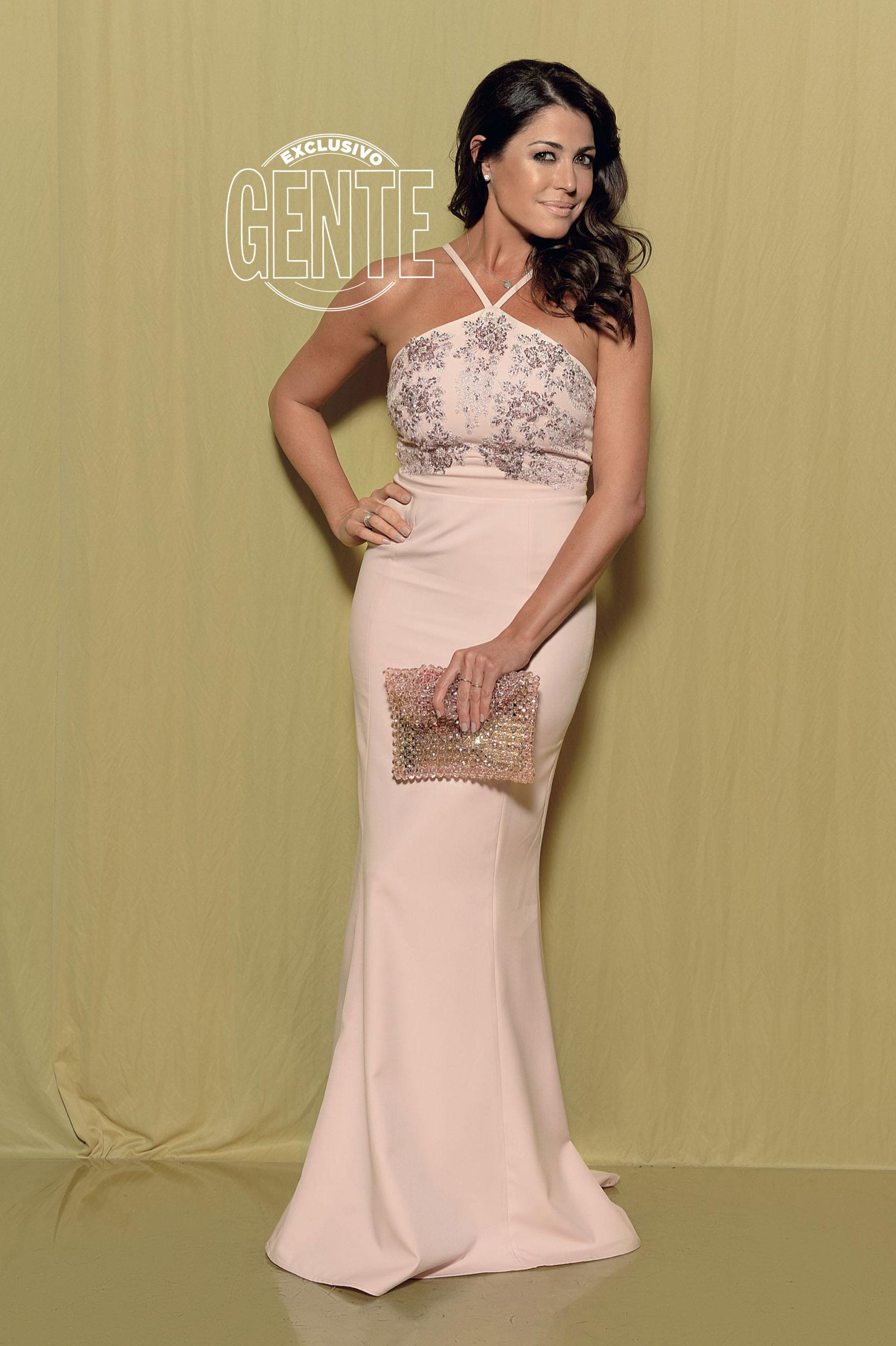 Pamela David: Vestido corte sirena y pedrería en bustier by Vero Far con sobre Blanche.