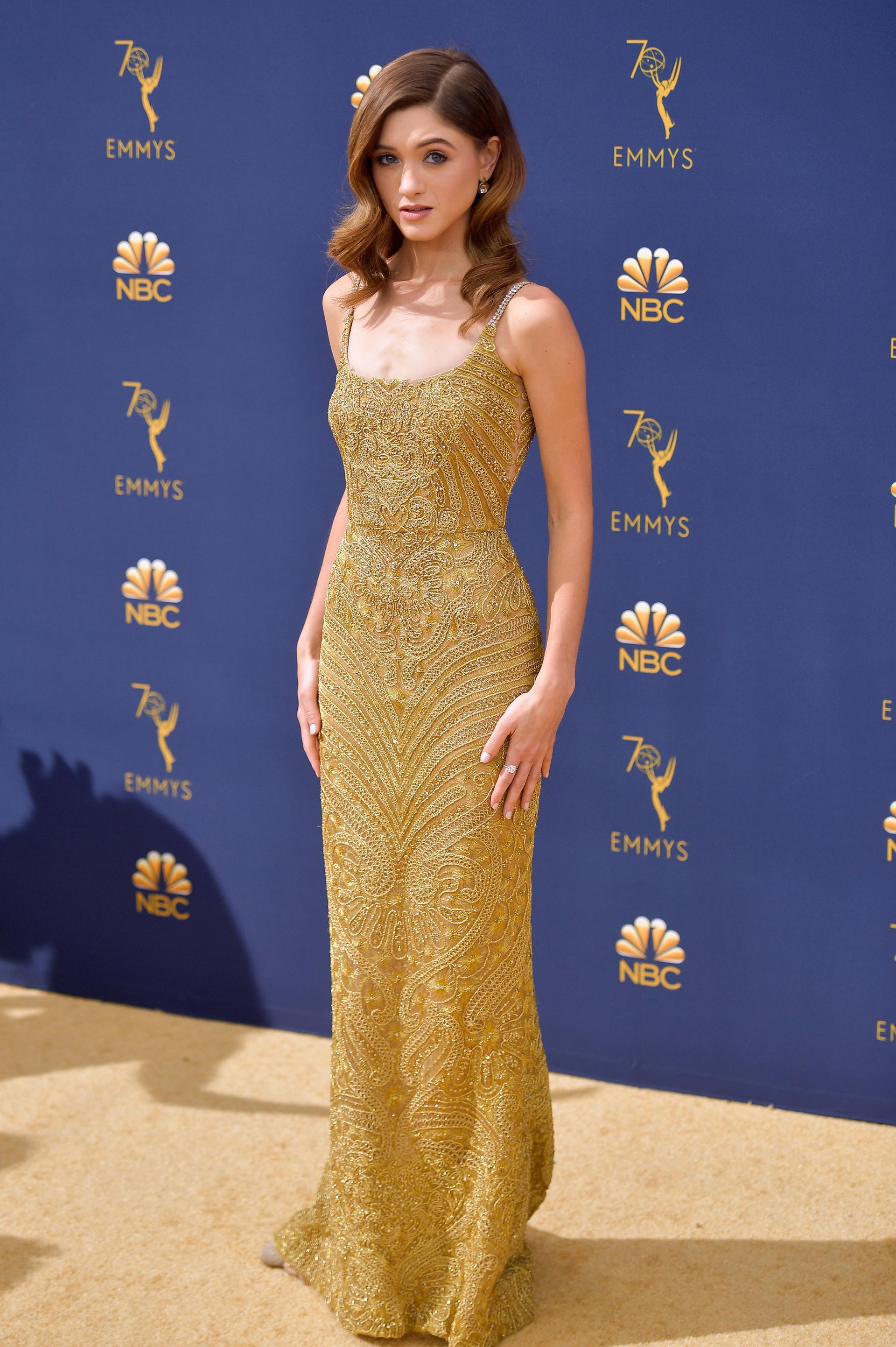Natalia Dyer, otra de las celebrities que prefirió un vestido de alta costura bordado de Dolce & Gabbana