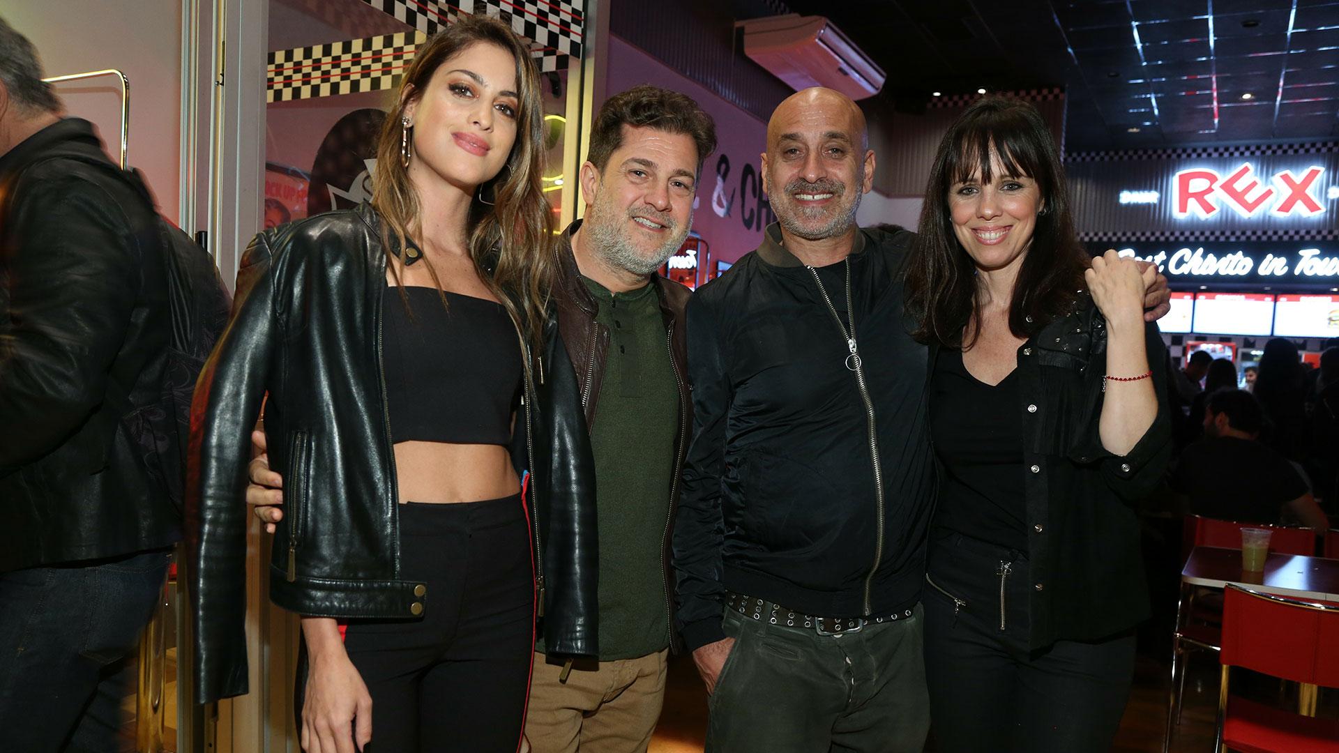 Agustina Casanova y Lautaro Mauro junto a Diego D'alvia y su mujer Carolina en el nuevo local de Rex.