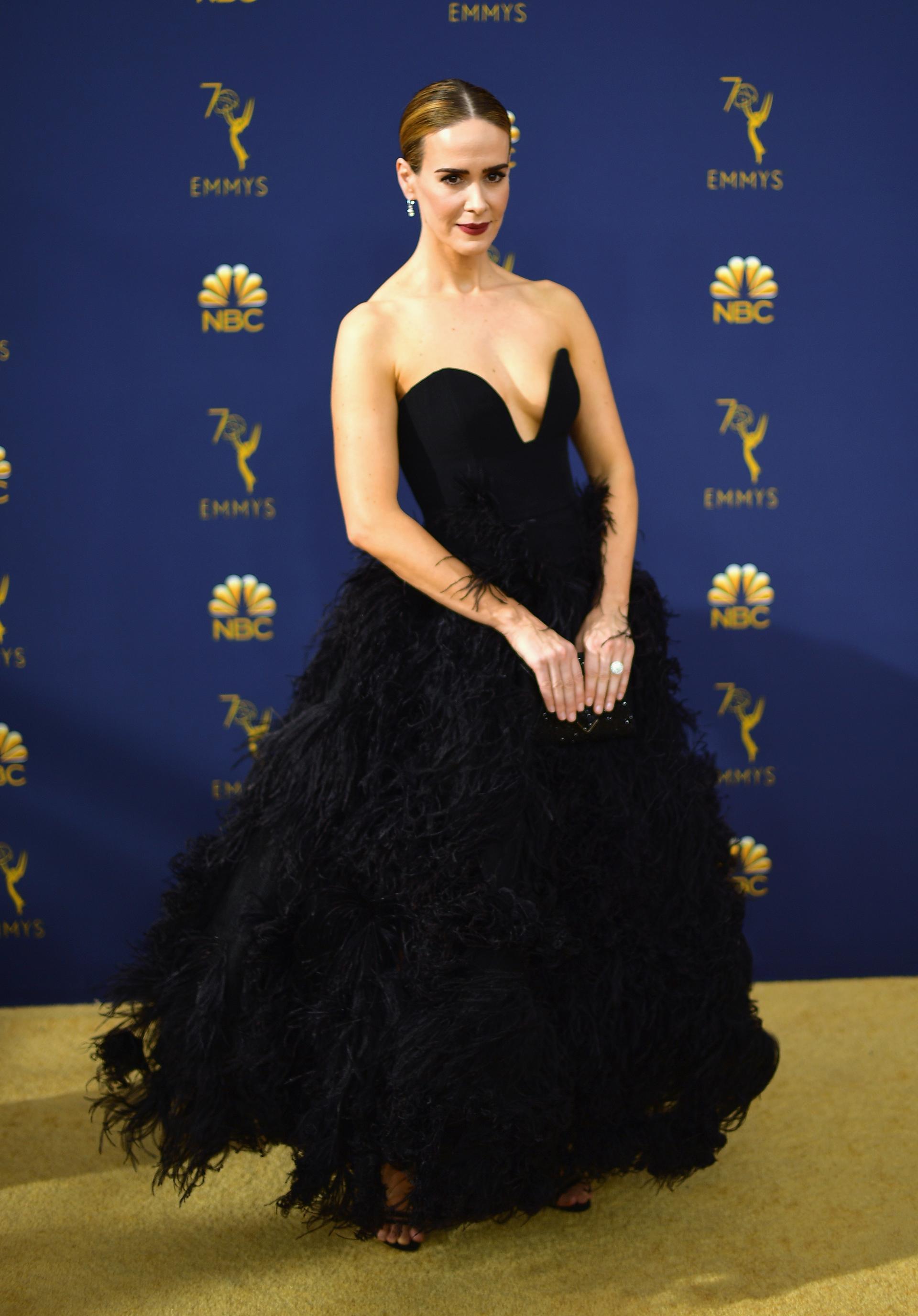 Sarah Paulson, entre las màs sofisticadas de la red carpet con un diseño de Oscar de la Renta