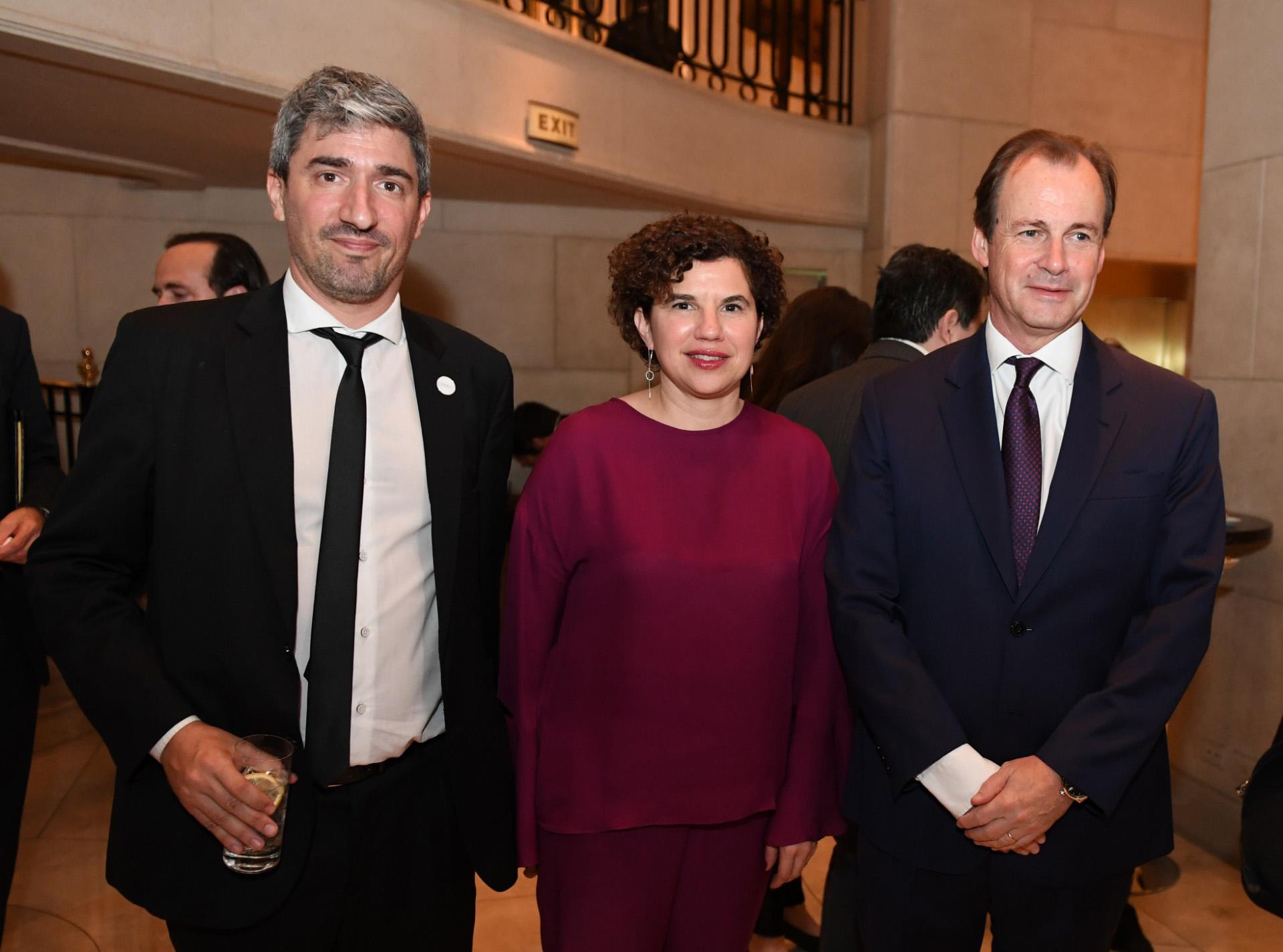 Juan Rodil y Julia Pomares (CIPPEC) con el gobernador de Entre Ríos, Gustavo Bordet. (Maximiliano Luna)