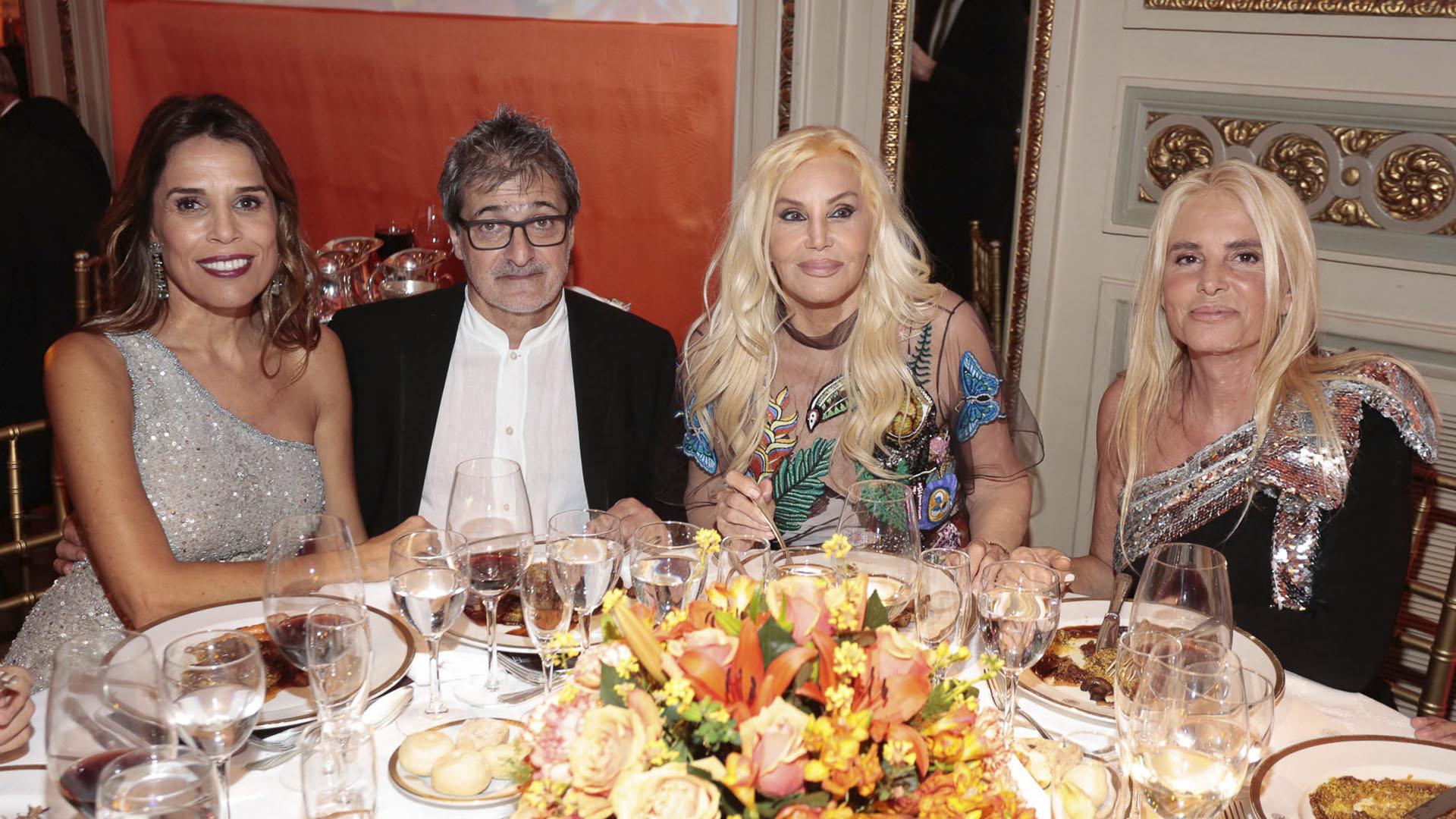 Agustina Caputo, Eduardo Cohen, Susana Giménez y Mercedes Sarrabayrouse