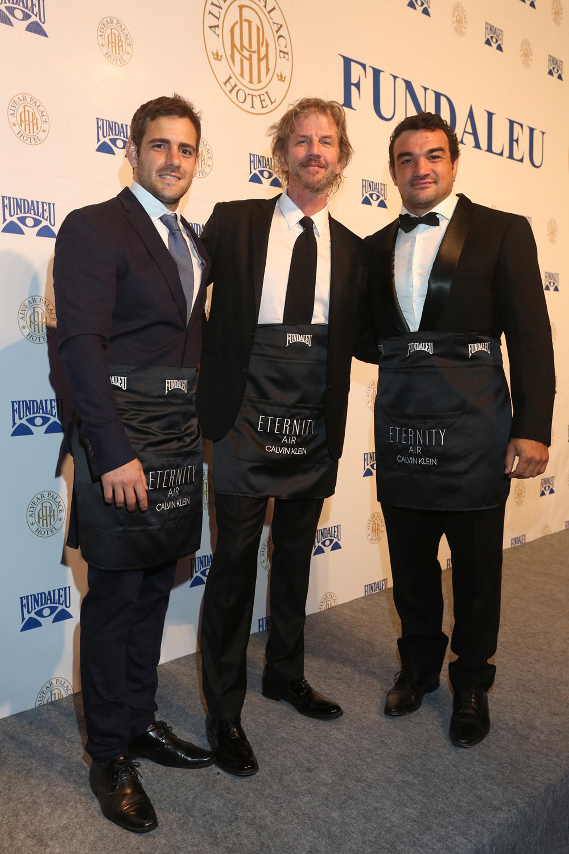 Nico Sánchez y Agustín Creevy, jugadores de Los Pumas, junto a Facundo Arana
