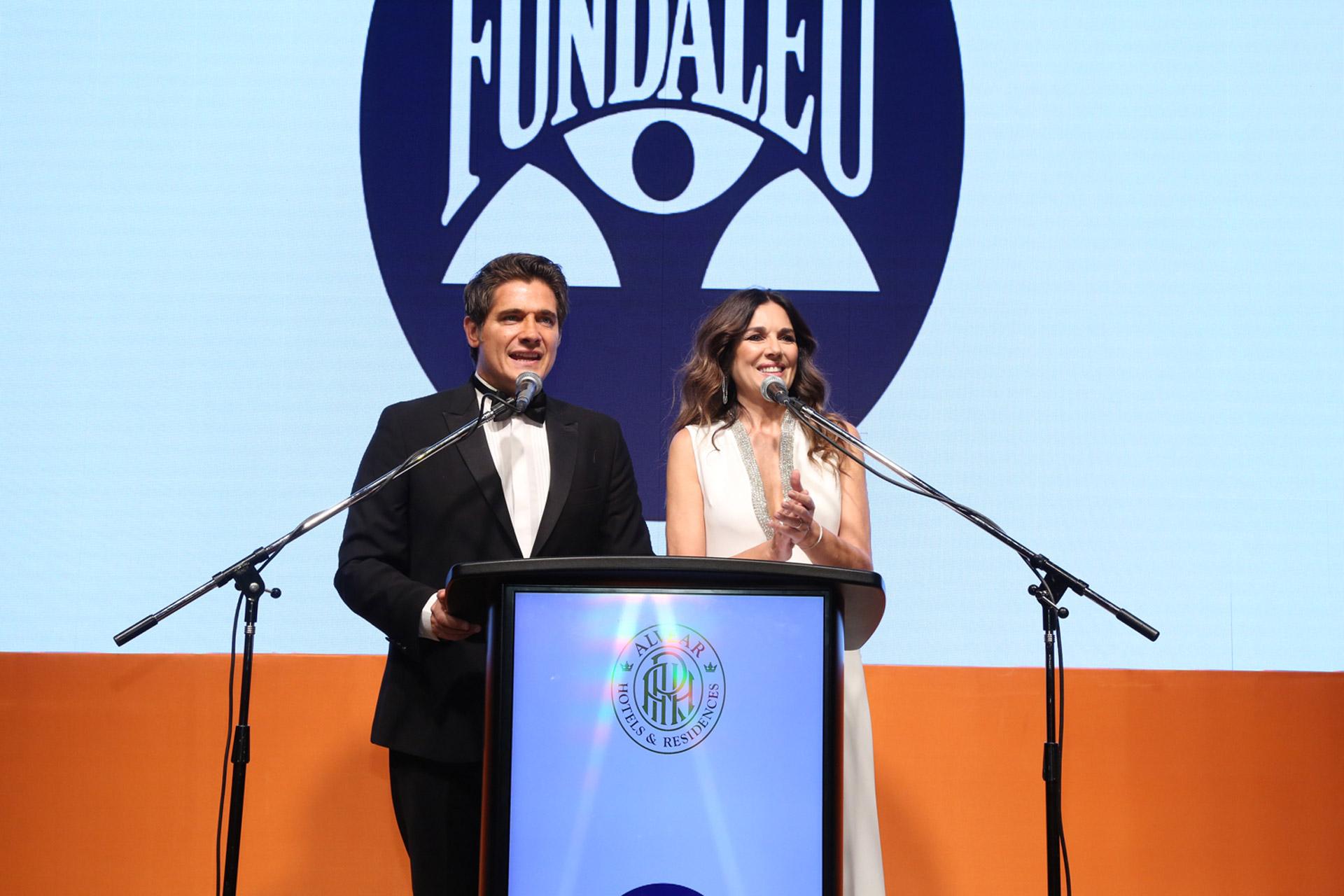 Guillermo Andino y Andrea Frigerio, los conductores de la gala