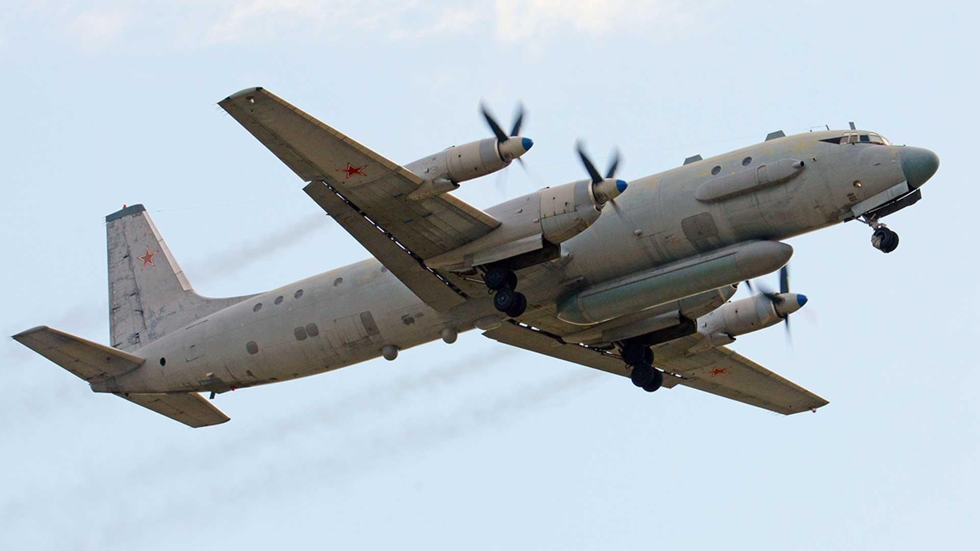 Un avión ruso Ilyushin Il-20, como el derribado por error por las defensas sirias
