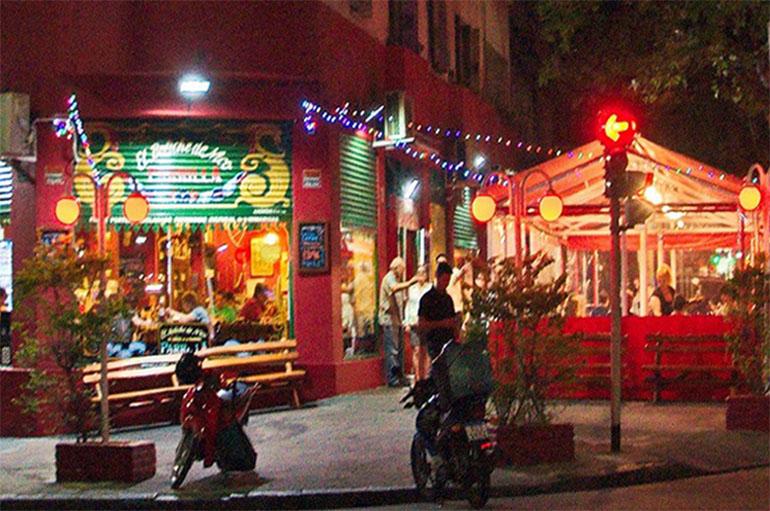 El boliche de Nico, en Av. Los Incas 4287, en el barrio de Villa Urquiza. Ambiente cálido y familiar.
