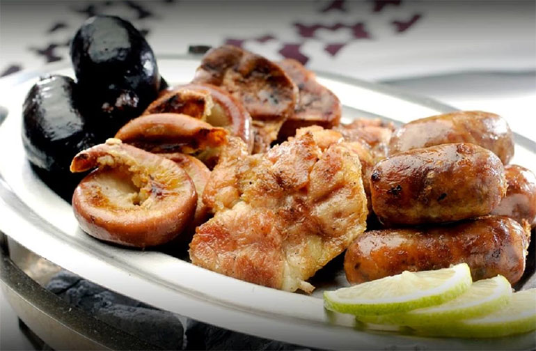 Es un lugar ideal para una comida de negocios o una ocasión especial que merezca un gran festejo.