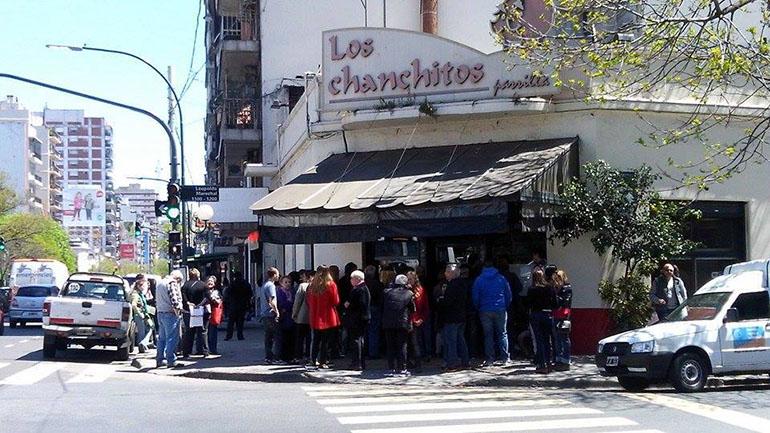 Cooperativa Los Chanchitos, parrilla clásica ubicada entre los barrios de Caballito y Villa Crespo, frente al Parque Centenario.