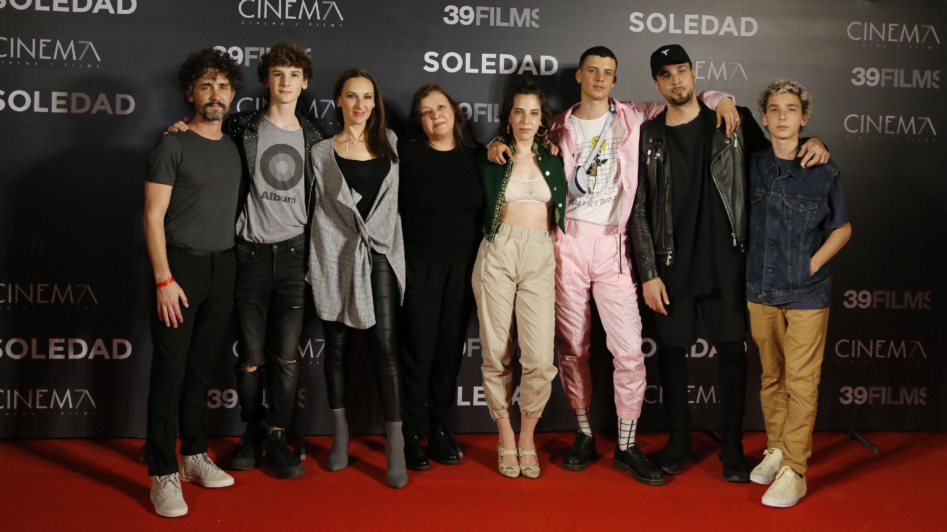 Vera Spinetta junto a su familia y su novio