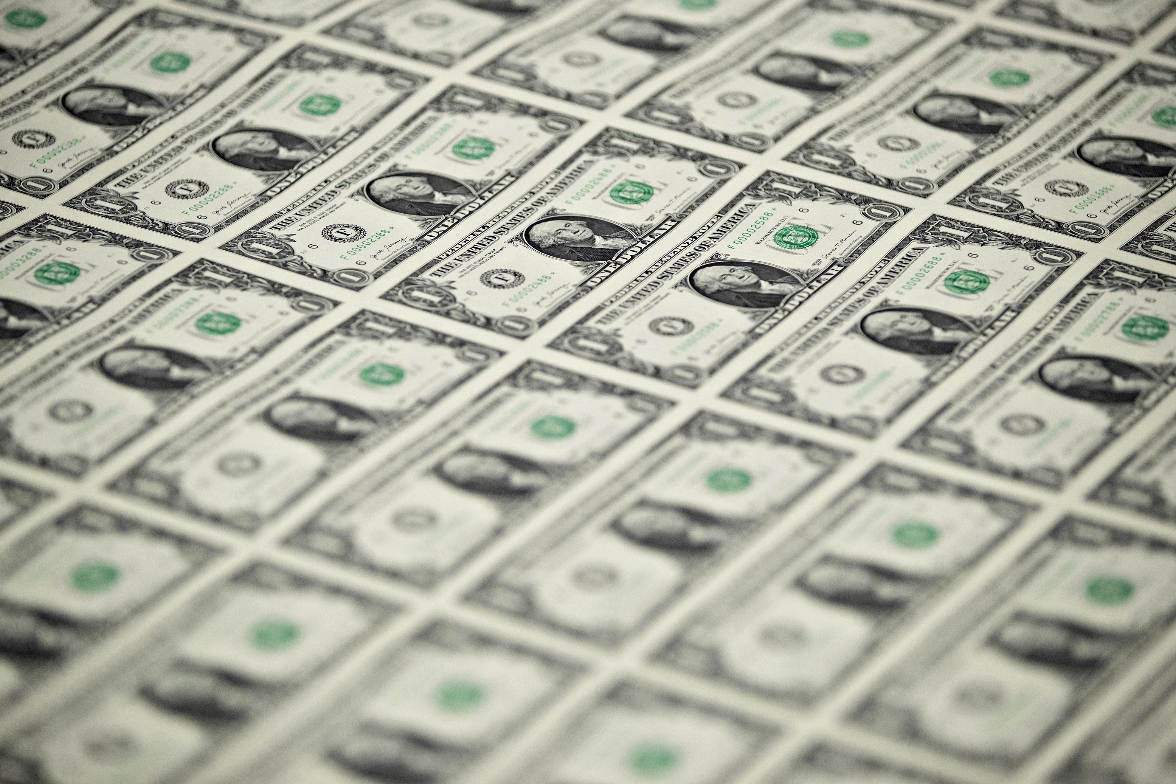 El dólar cae 1,5% en lo que va de enero. (Bloomberg)