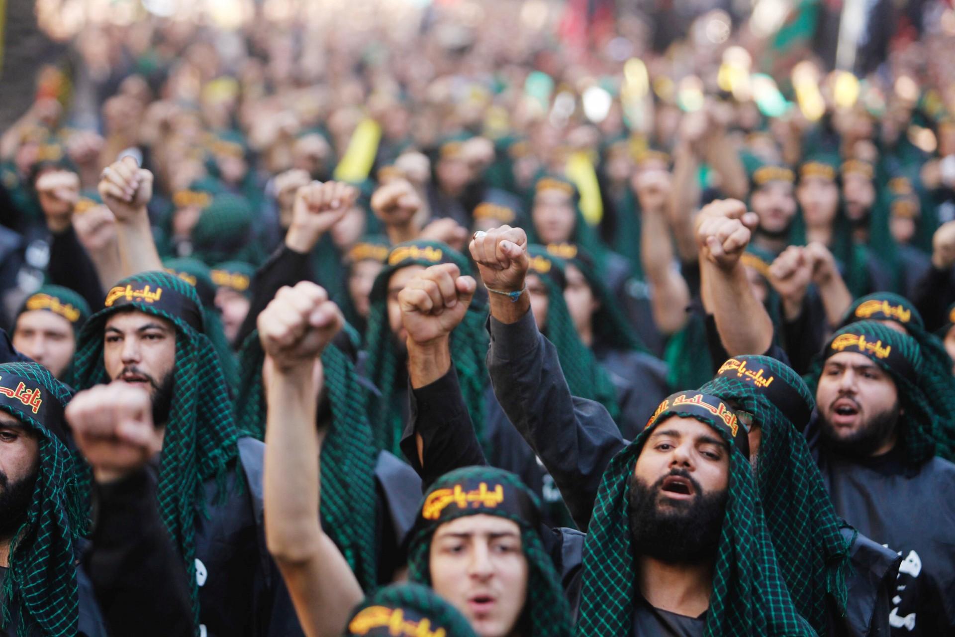 Lebanon's Hezbollah supporters chant slogans during last day of Ashura, in Beirut, Lebanon September 20, 2018. REUTERS/Aziz Taher