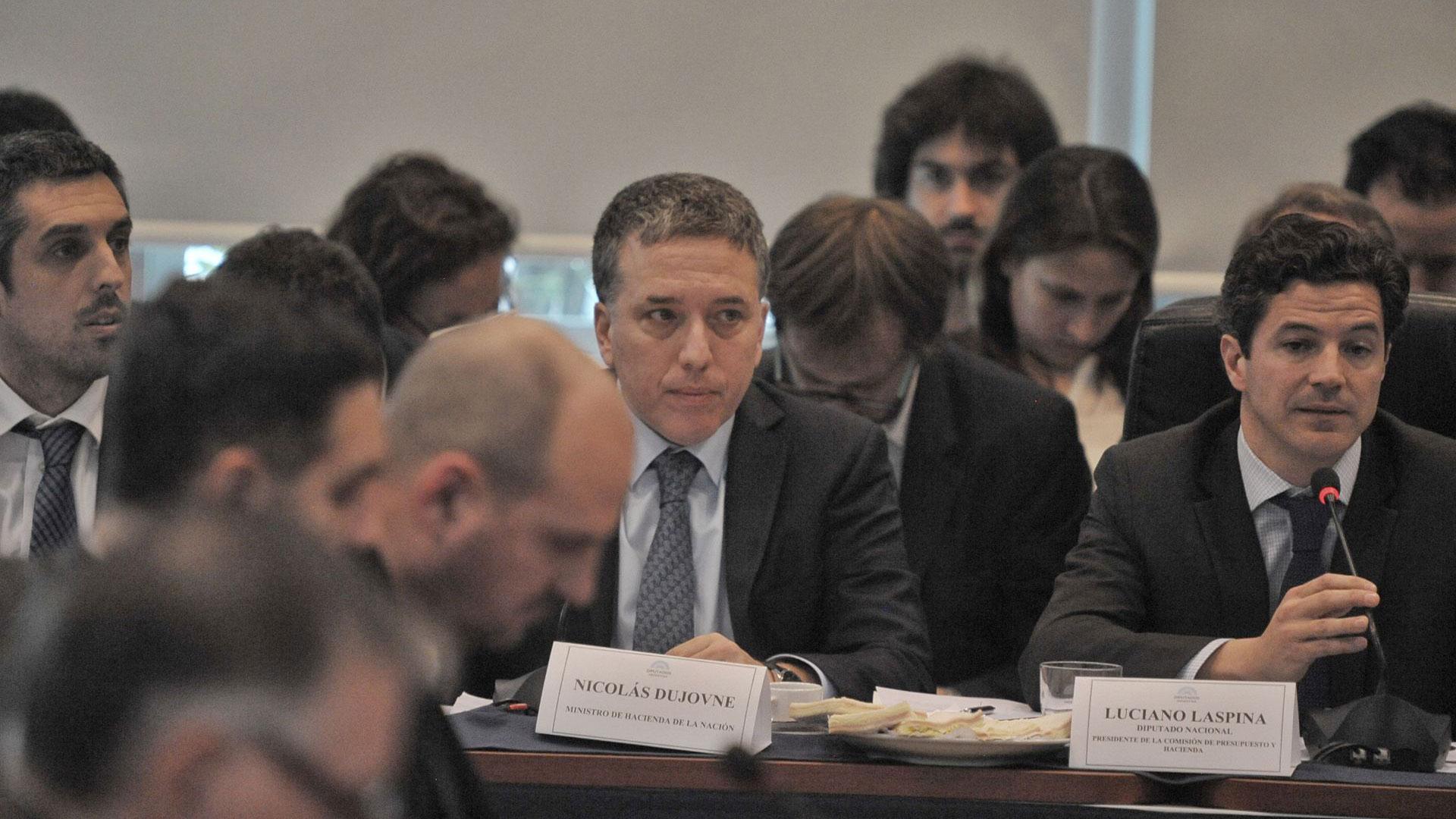 Dujovne en la comisión de Presupuesto y haciendo de Diputados (Patricio Murphy)
