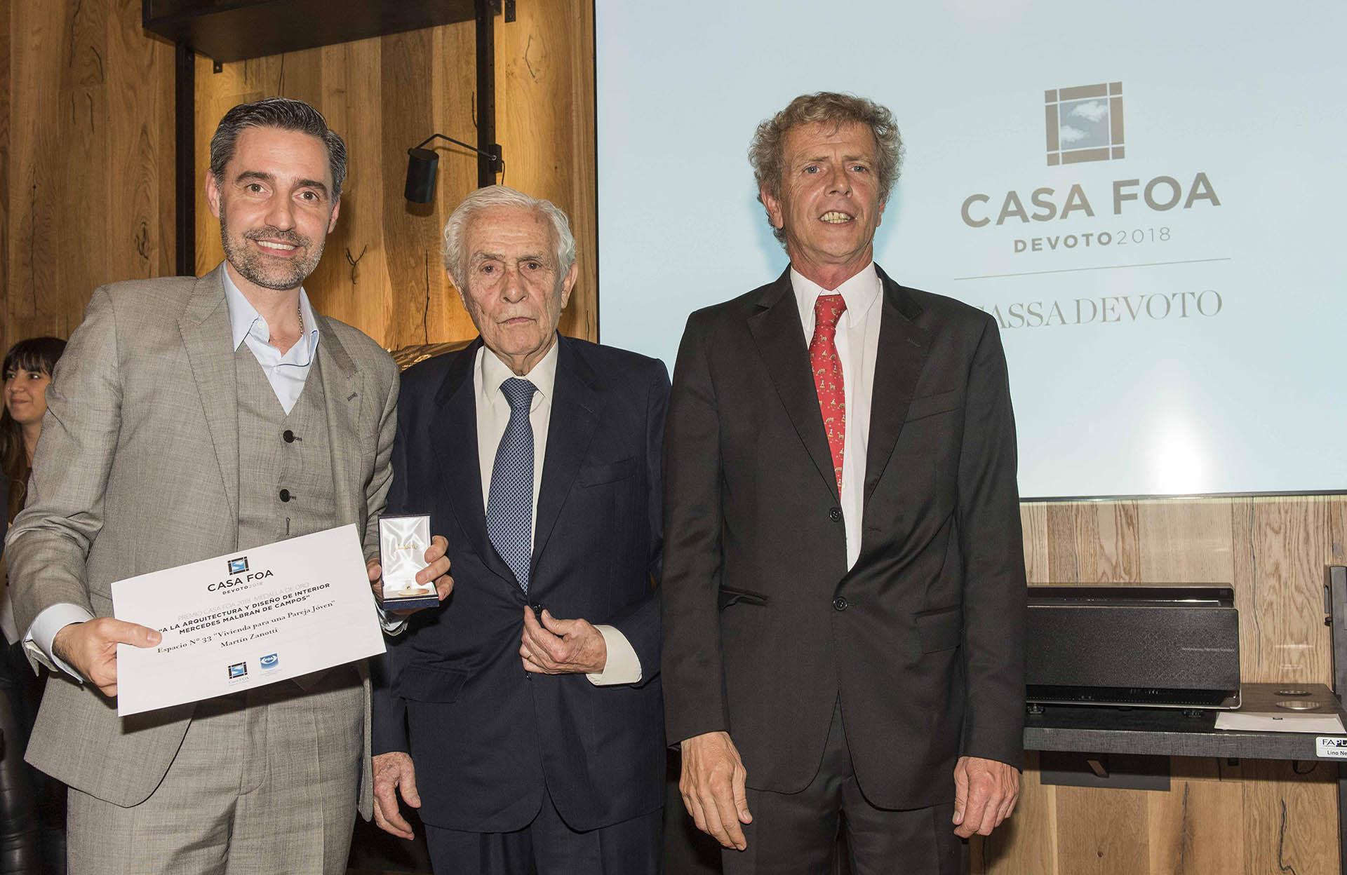 Martín Zanotti, ganador de la medalla de oro a la arquitectura y el diseño interior, junto a Enrique Segundo Malbran y Marcos Malbran