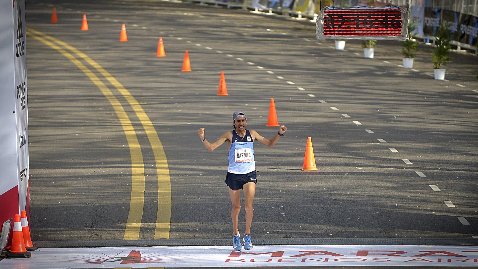 Por el lado de los argentinos, los que cruzaron la meta en primer lugar Miguel Ángel Bárzola (2h16m47) y Mariela Mabel Ortiz (2h42m10)