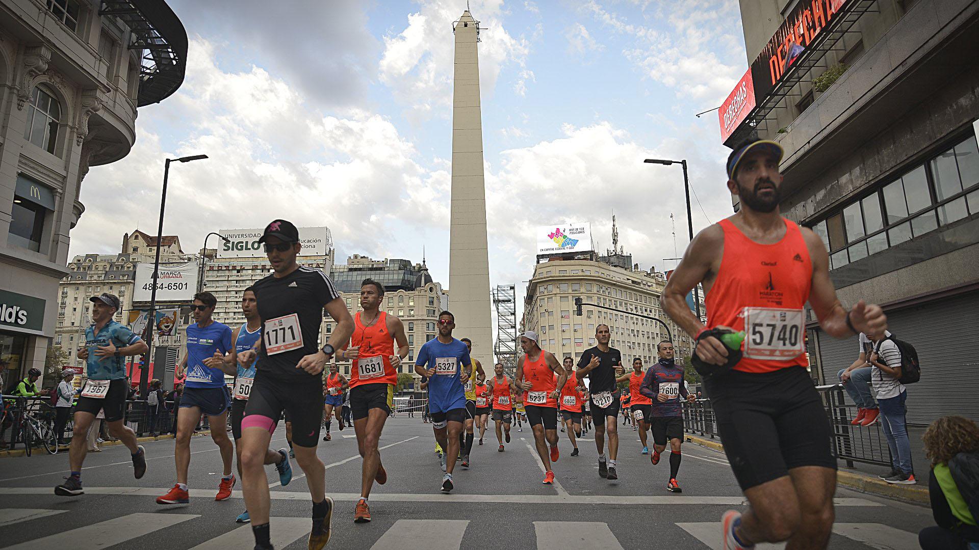 El recorrido del circuito llevó a los runners transitar por lugares emblemáticos de la Ciudad, como el Obelisco, la Plaza de Mayo o la zona de La Boca. Esta vez, no pudieron ingresar a la zona de Puerto Madero, ya que está cerrada por obras