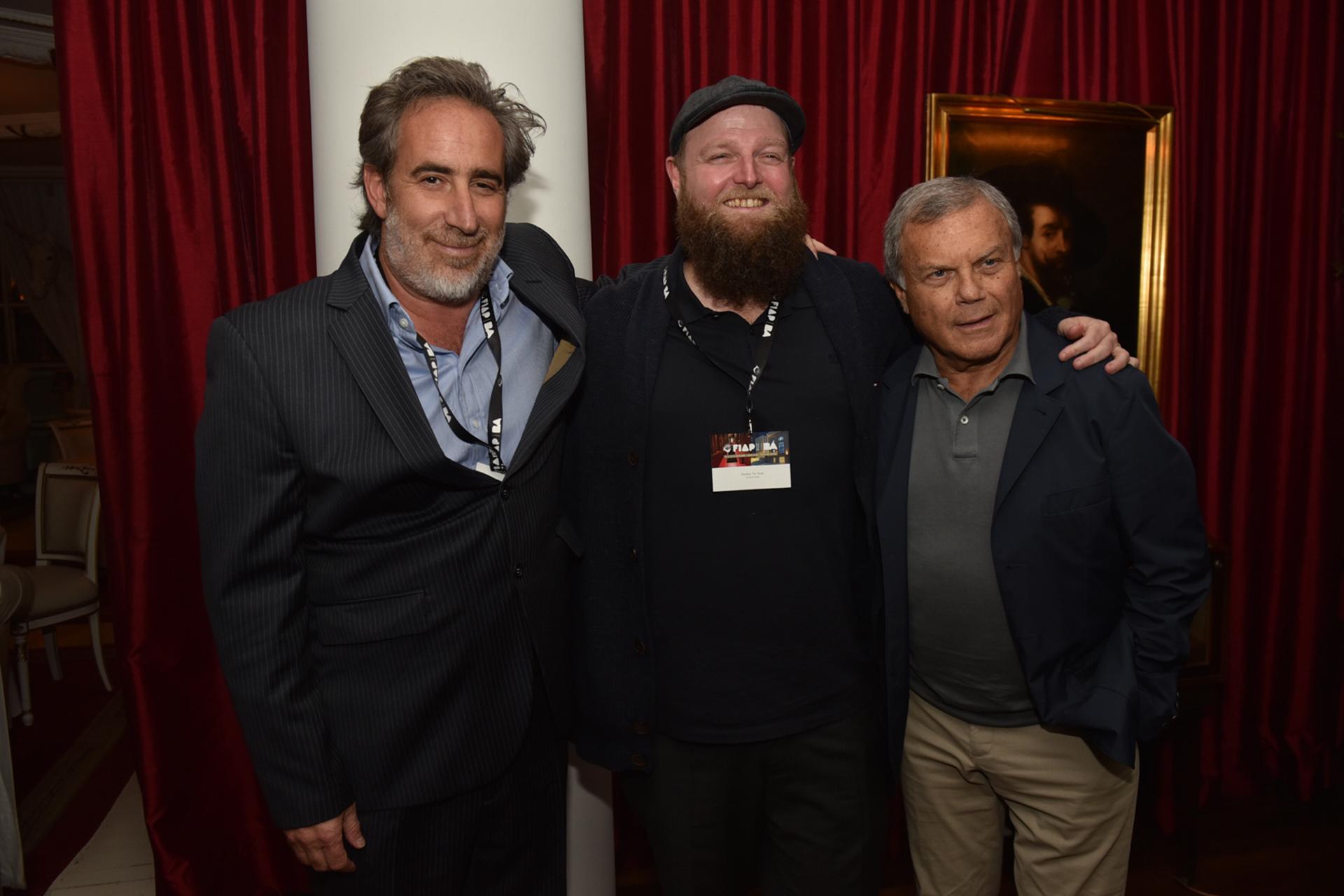 Rodrigo Figueroa Reyes junto a Wesley Ter Haar y Sir Martin Stuart Sorrell