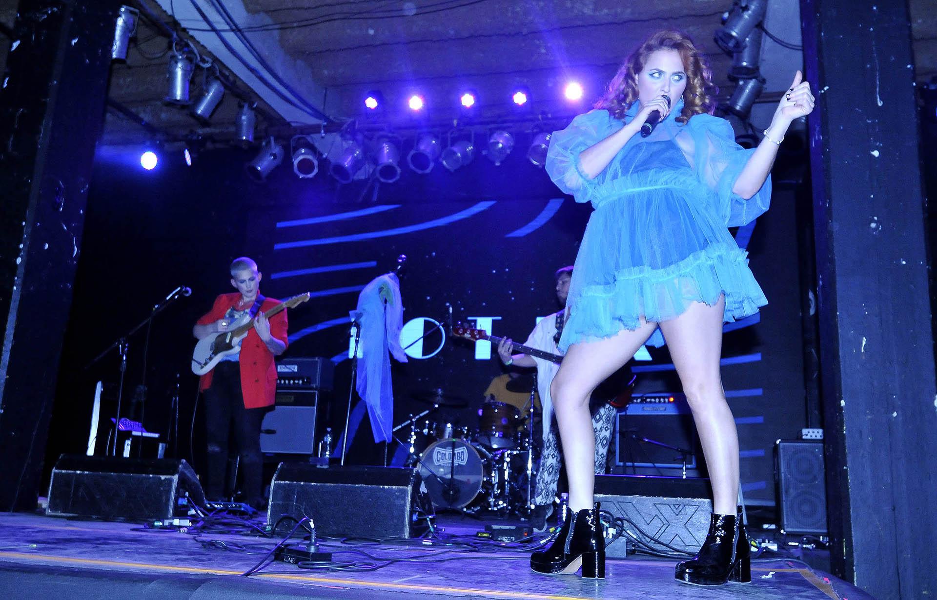 Sofía Vitola bailó y cantó sobre el escenario del Centro Cultural Konex (Veronica Guerman)