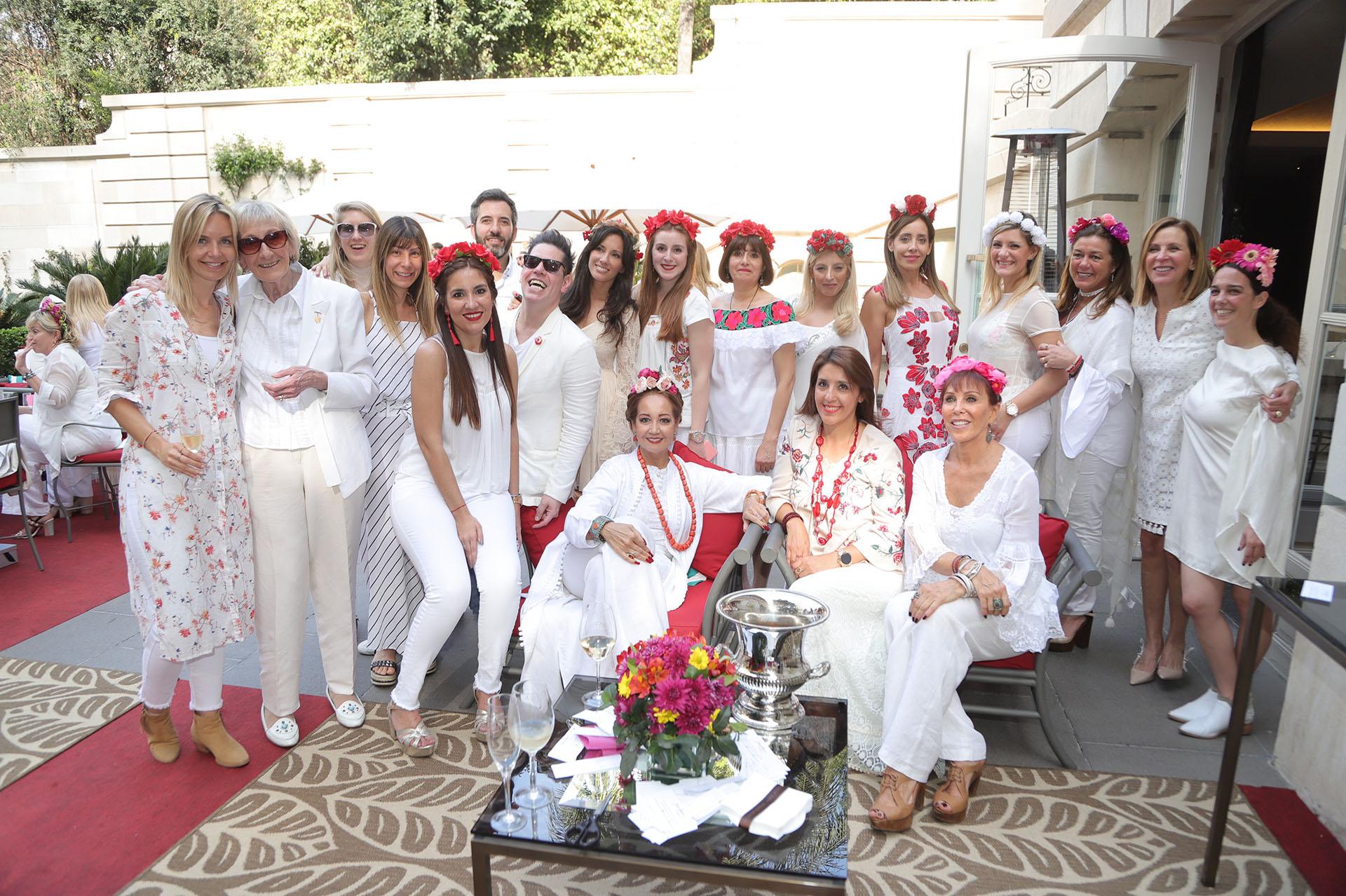 Mónica Parisier junto a las colaboradoras y voluntarias de Make-A-Wish Argentina