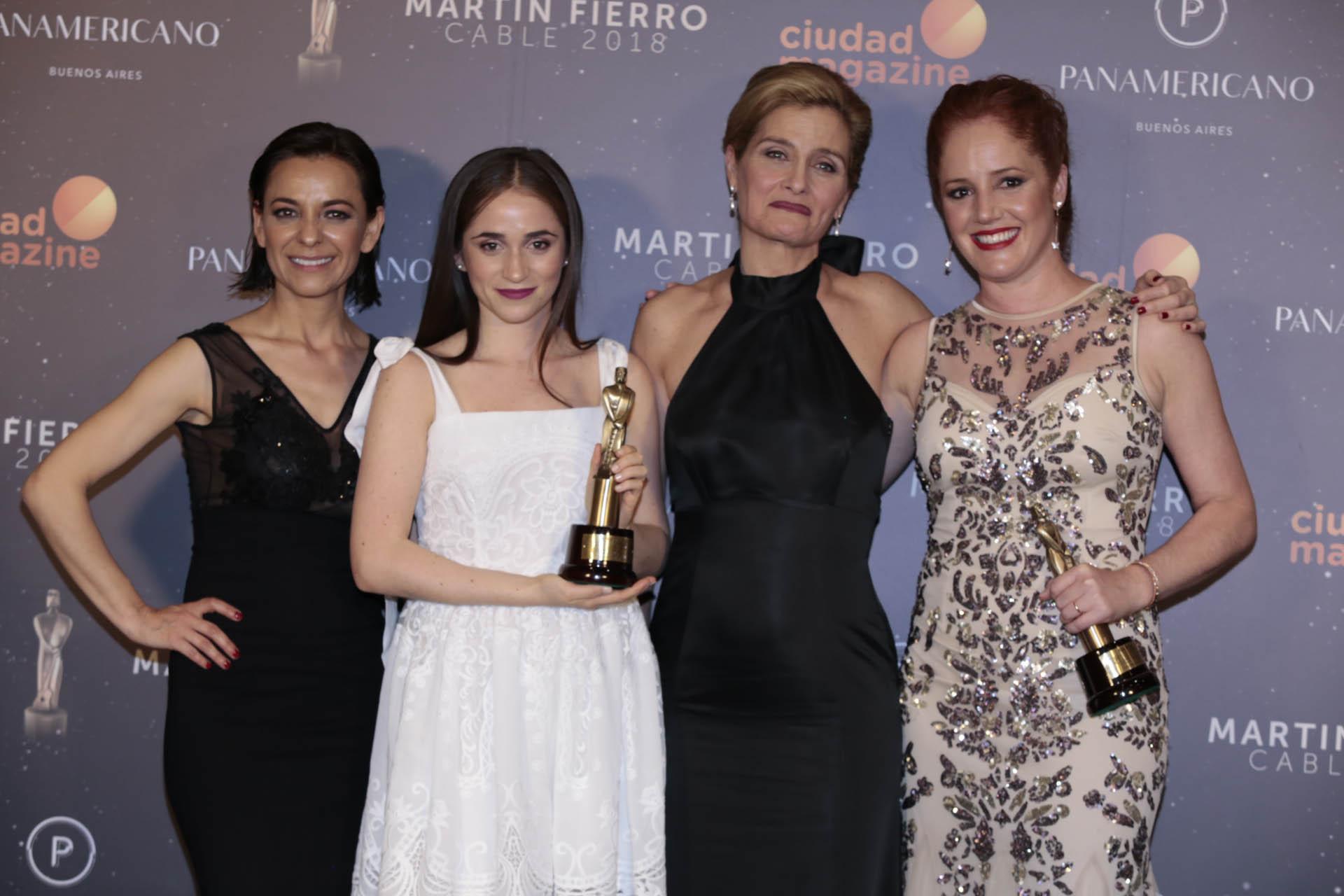 Resultado de imagen para premios martin fierro de cable carolina ibarra
