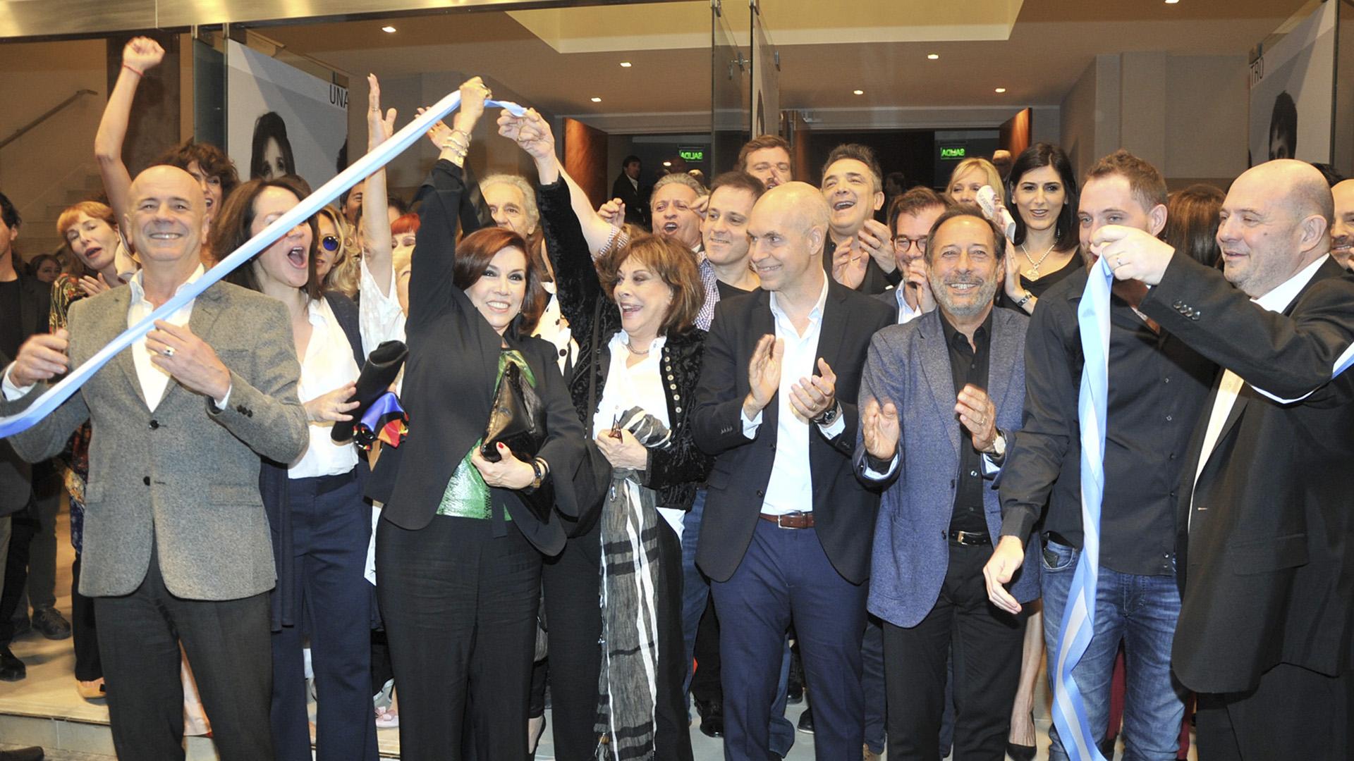 El corte simbólico de la cinta, con grandes artistas y la presencia del jefe de Gobierno, Horacio Rodríguez Larreta (Crédito de Fotos: Teleshow)