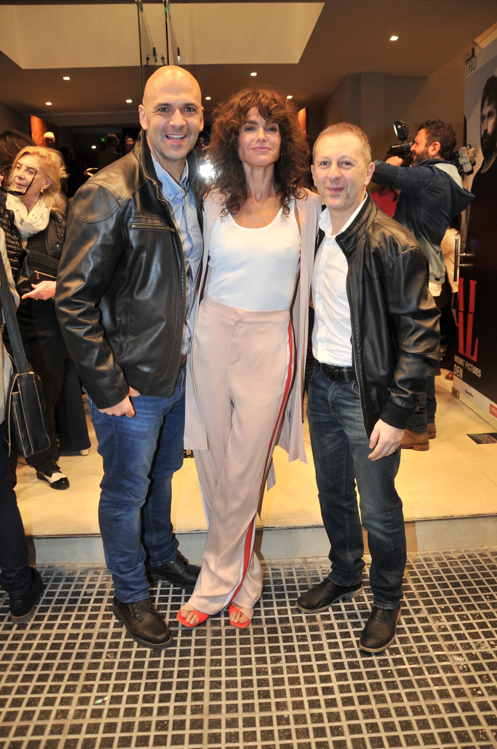 Florencia Raggi, entre Nicolás Scarpino y su pareja, Sergio