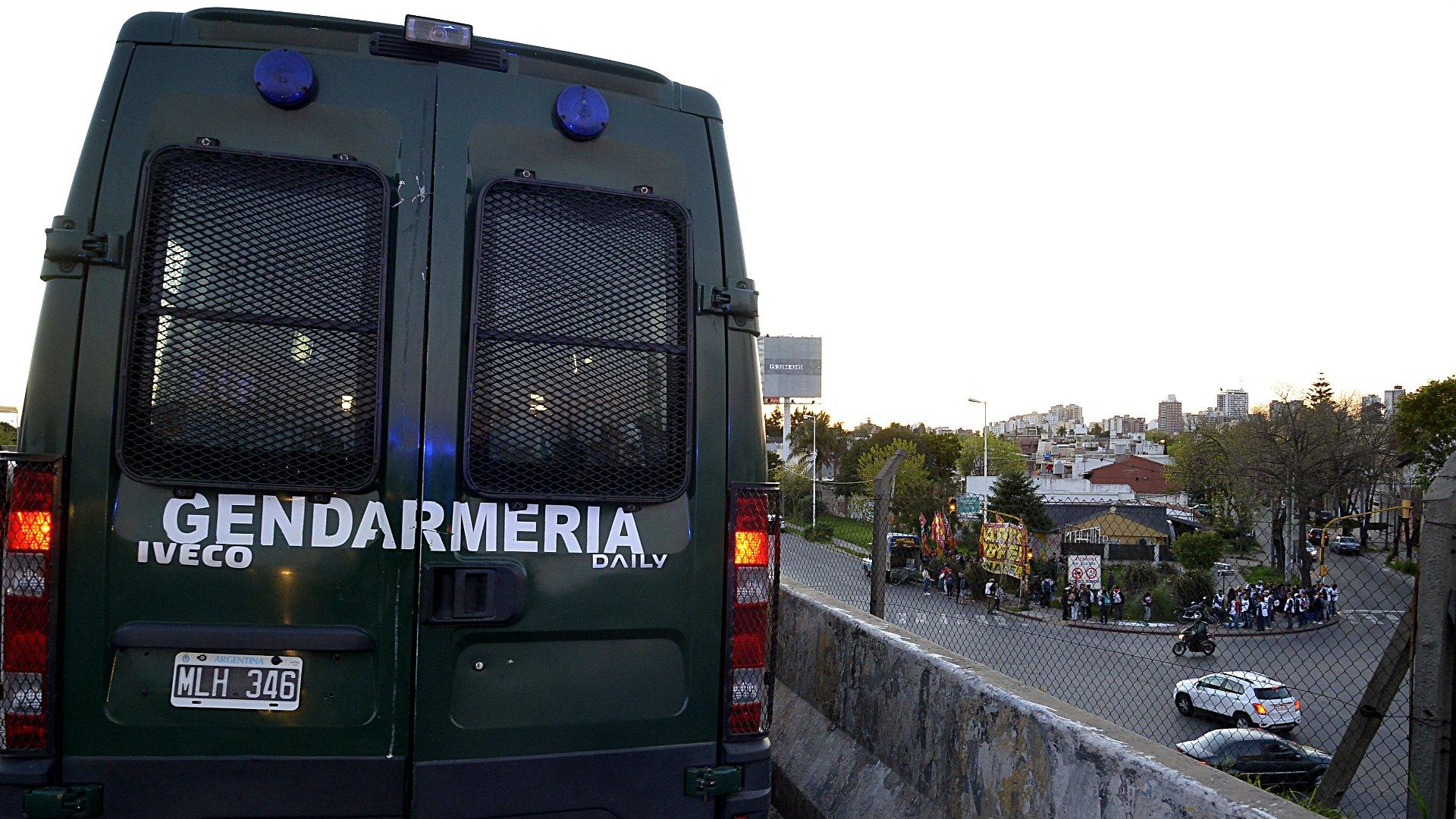 Operativo de Gendarmería frente a Hospital Posadas