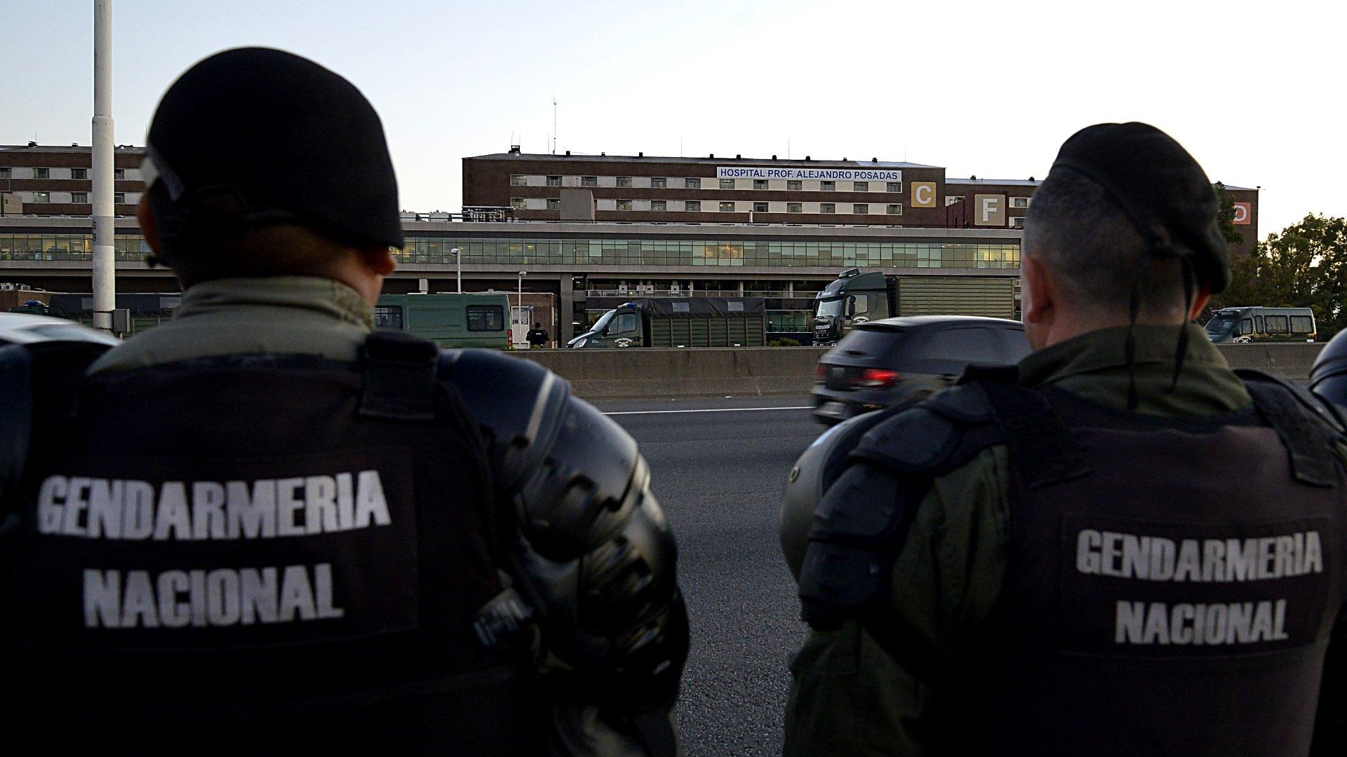 Operativo de Gendarmería frente al Hospital Posadas